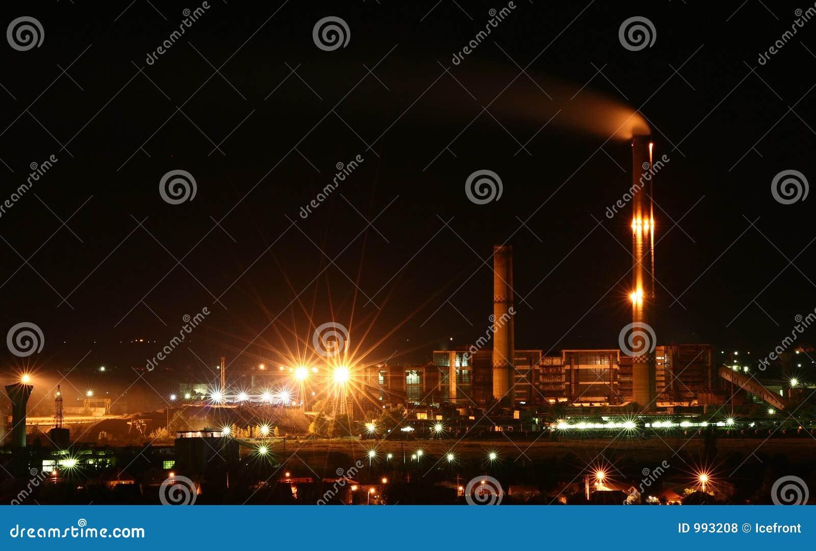восходящий поток теплого воздуха электростанции