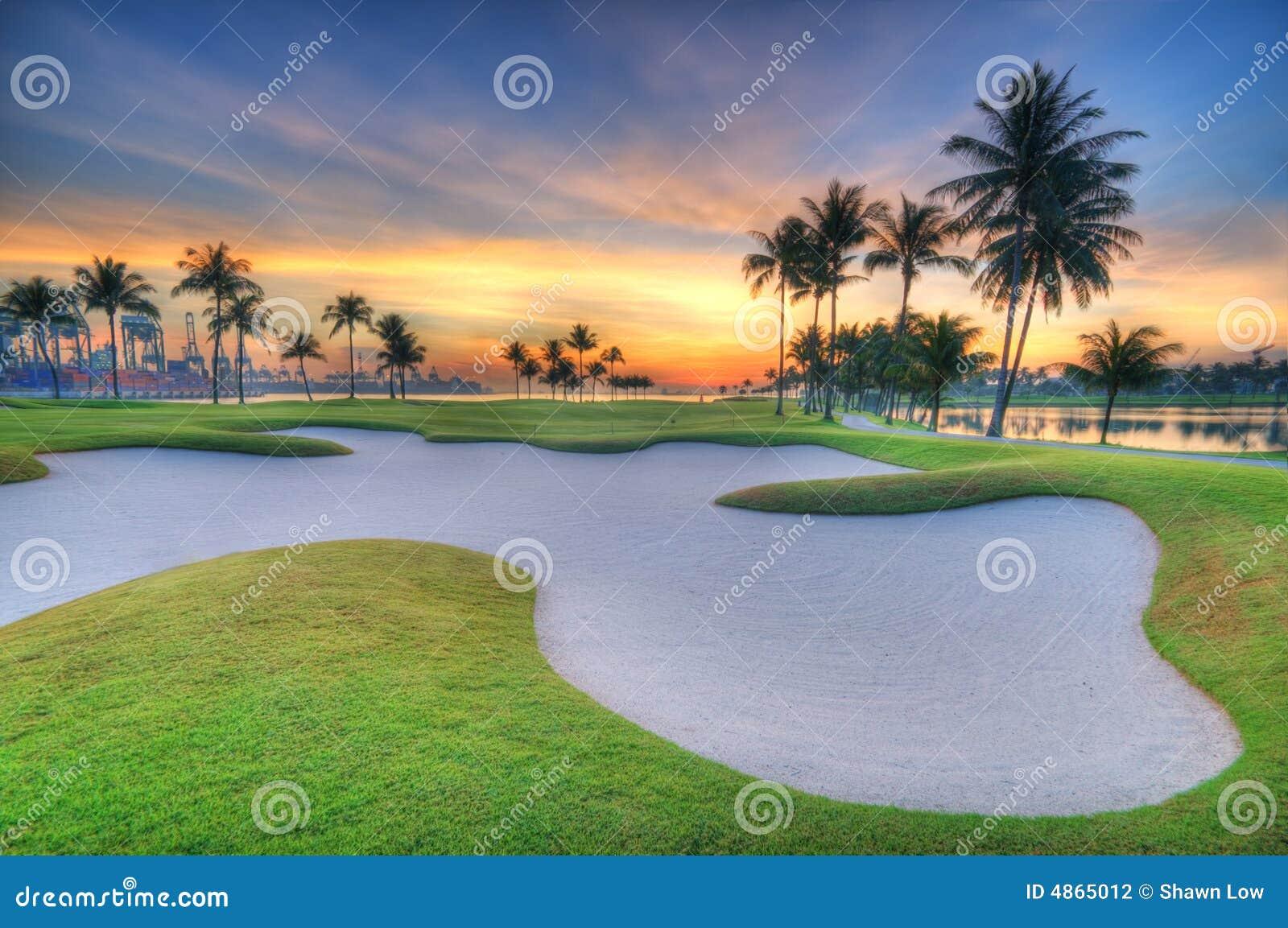 восход солнца гольфа курса