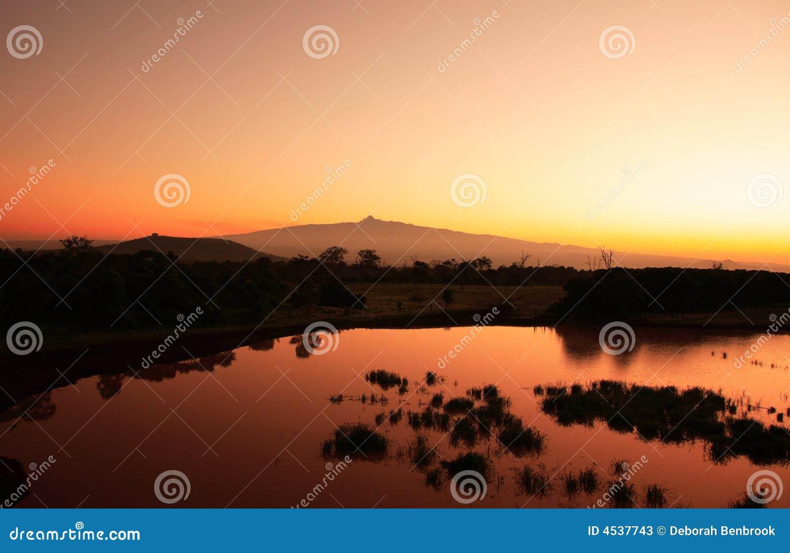 восход солнца держателя Кении