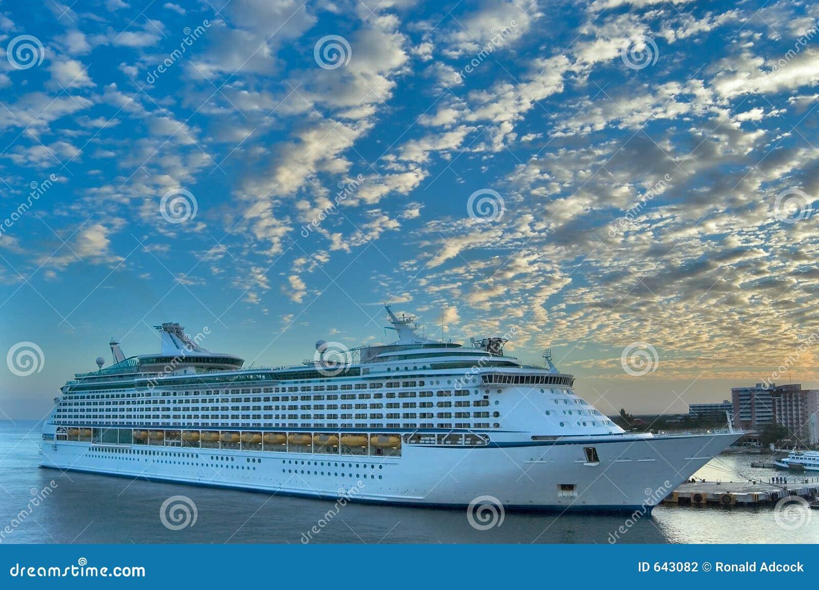 Download восход солнца звонока гаван Стоковое Фото - изображение насчитывающей туризм, перемещение: 643082