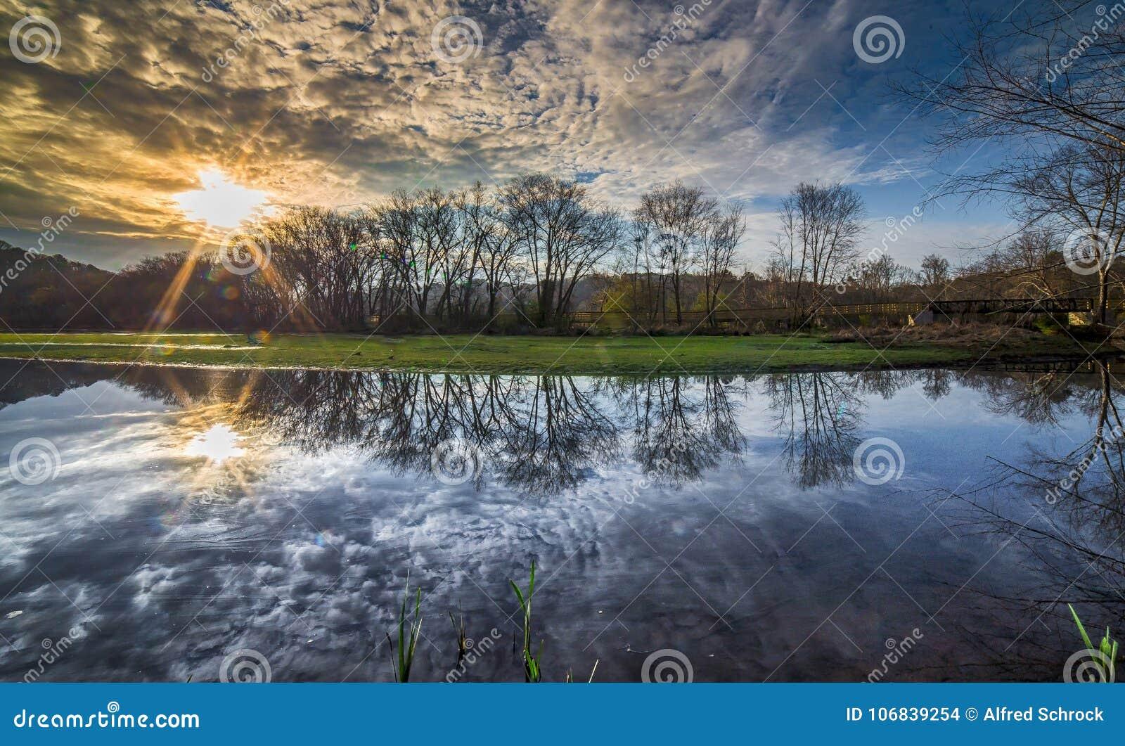 Восход солнца на Roswell Riverwalk
