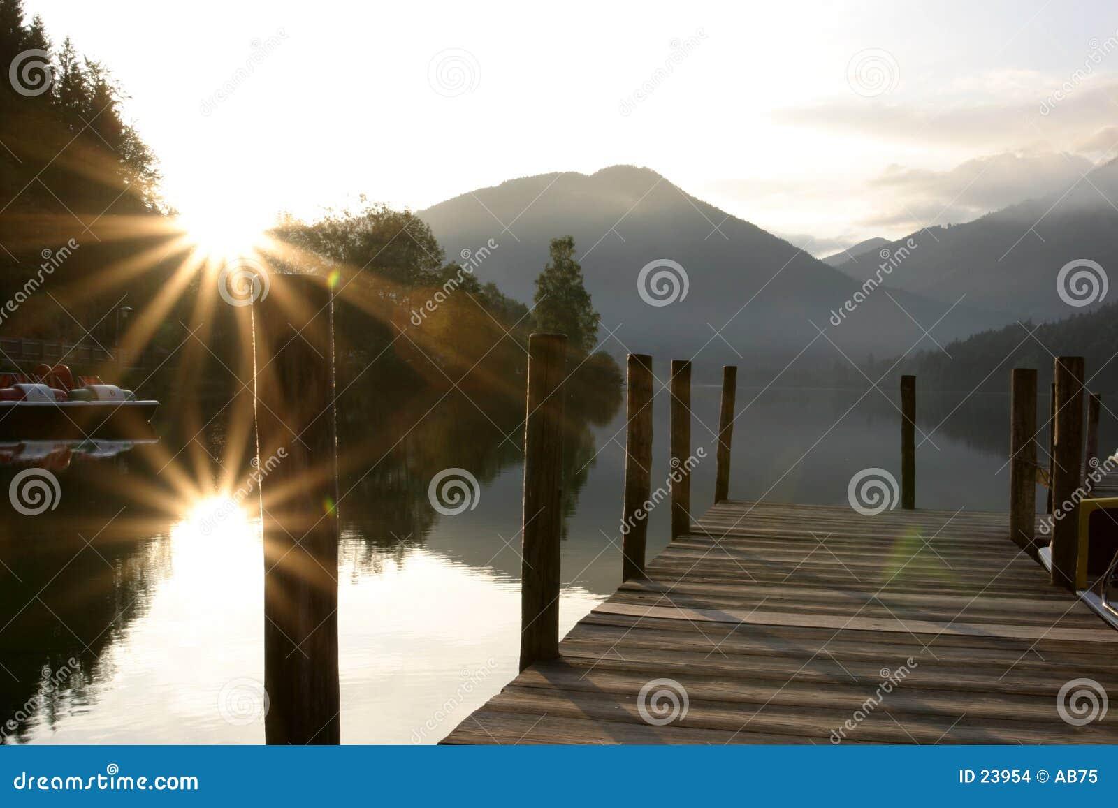 восход солнца озера