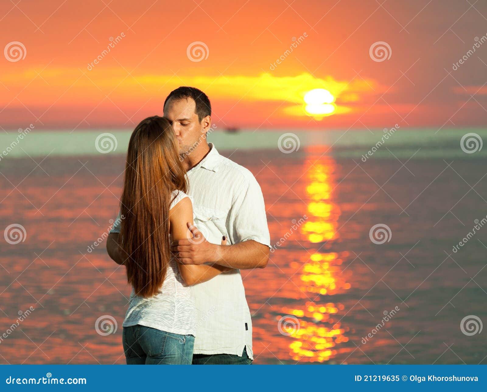 восход солнца поцелуя
