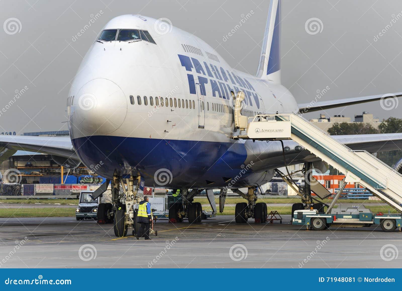 Восхождение на борт Боинга 747 Transaero ждать