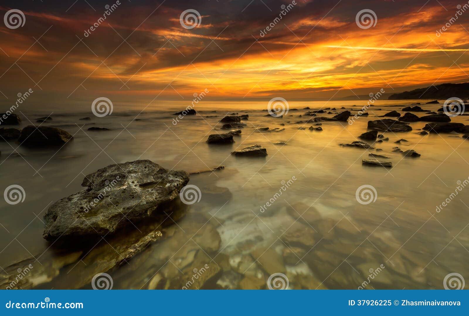 Восход солнца моря