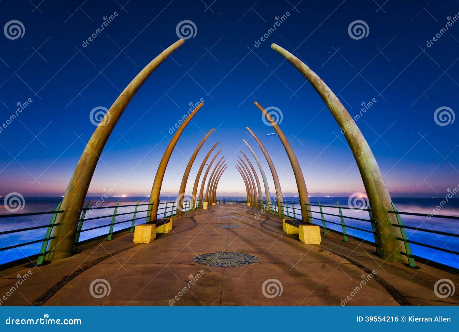 Восход солнца пристани Umhlanga, Южная Африка