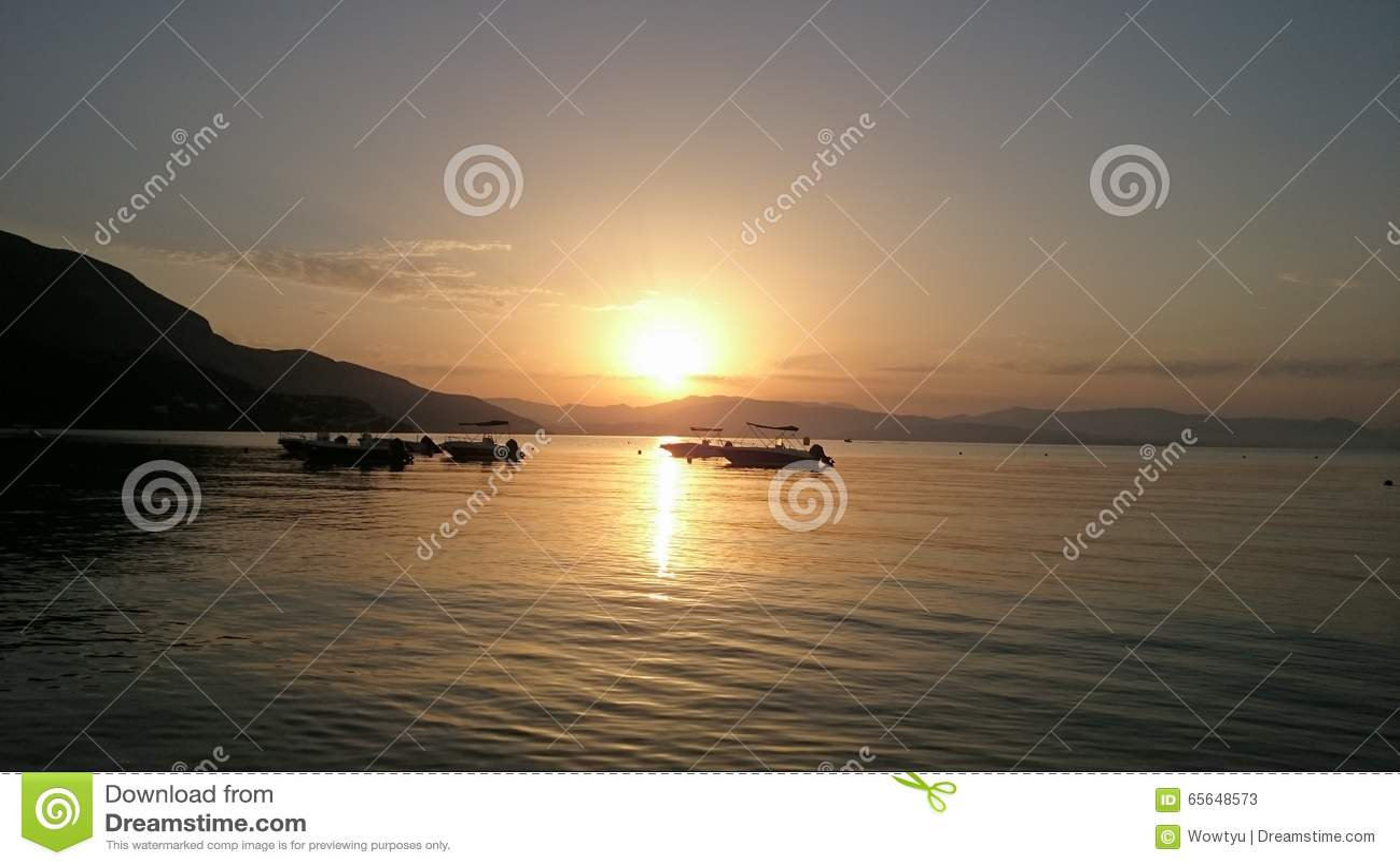 Восход солнца утра на пляже