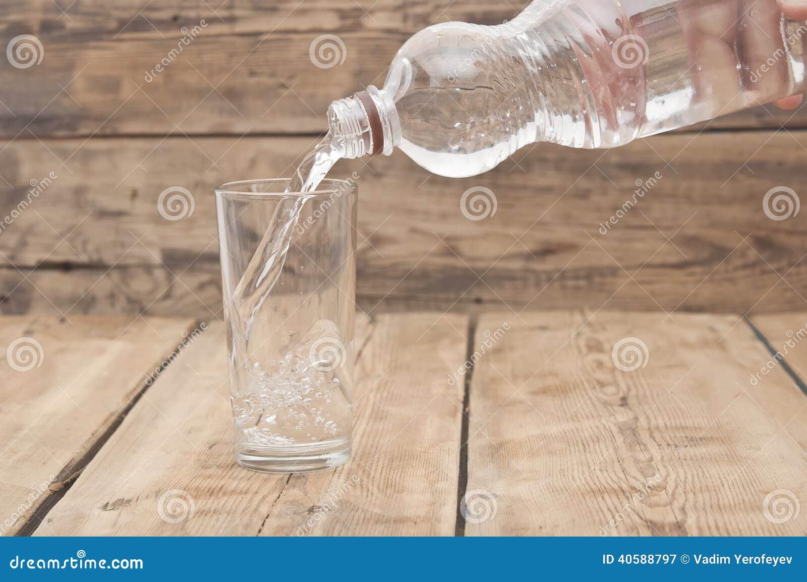 вода бутылочного стекла
