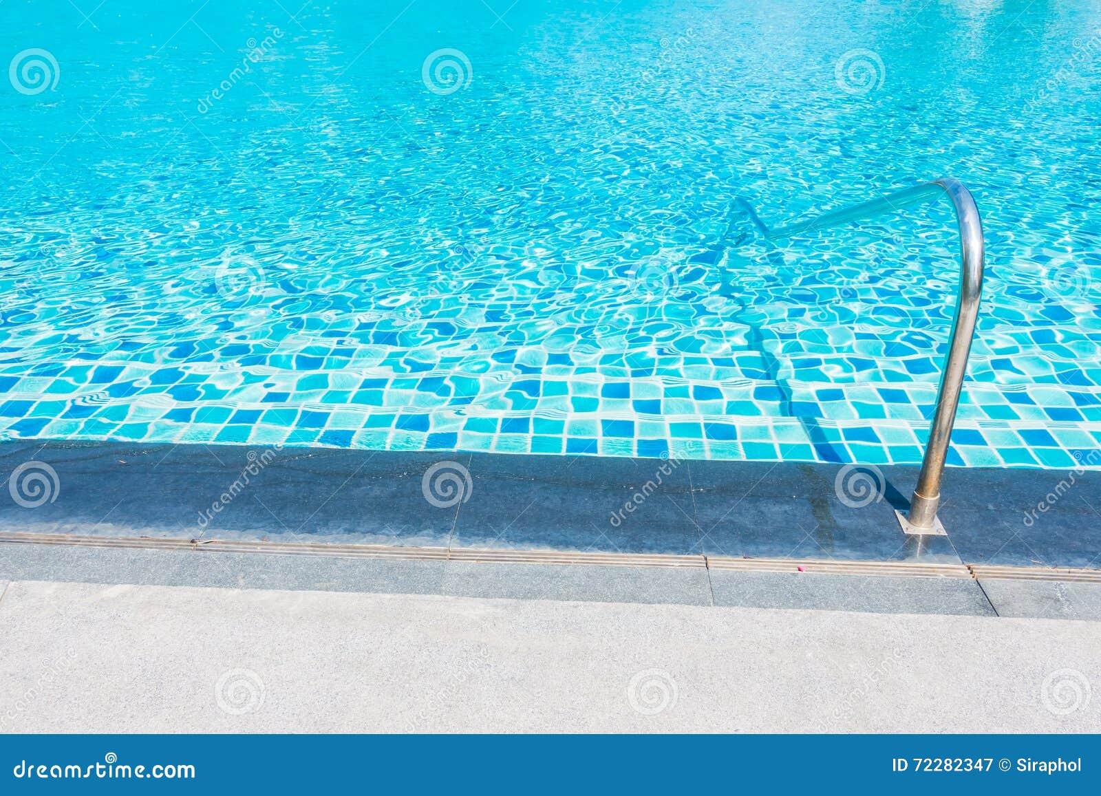 Download вода зонтиков заплывания бассеина Стоковое Изображение - изображение насчитывающей ландшафт, курорт: 72282347