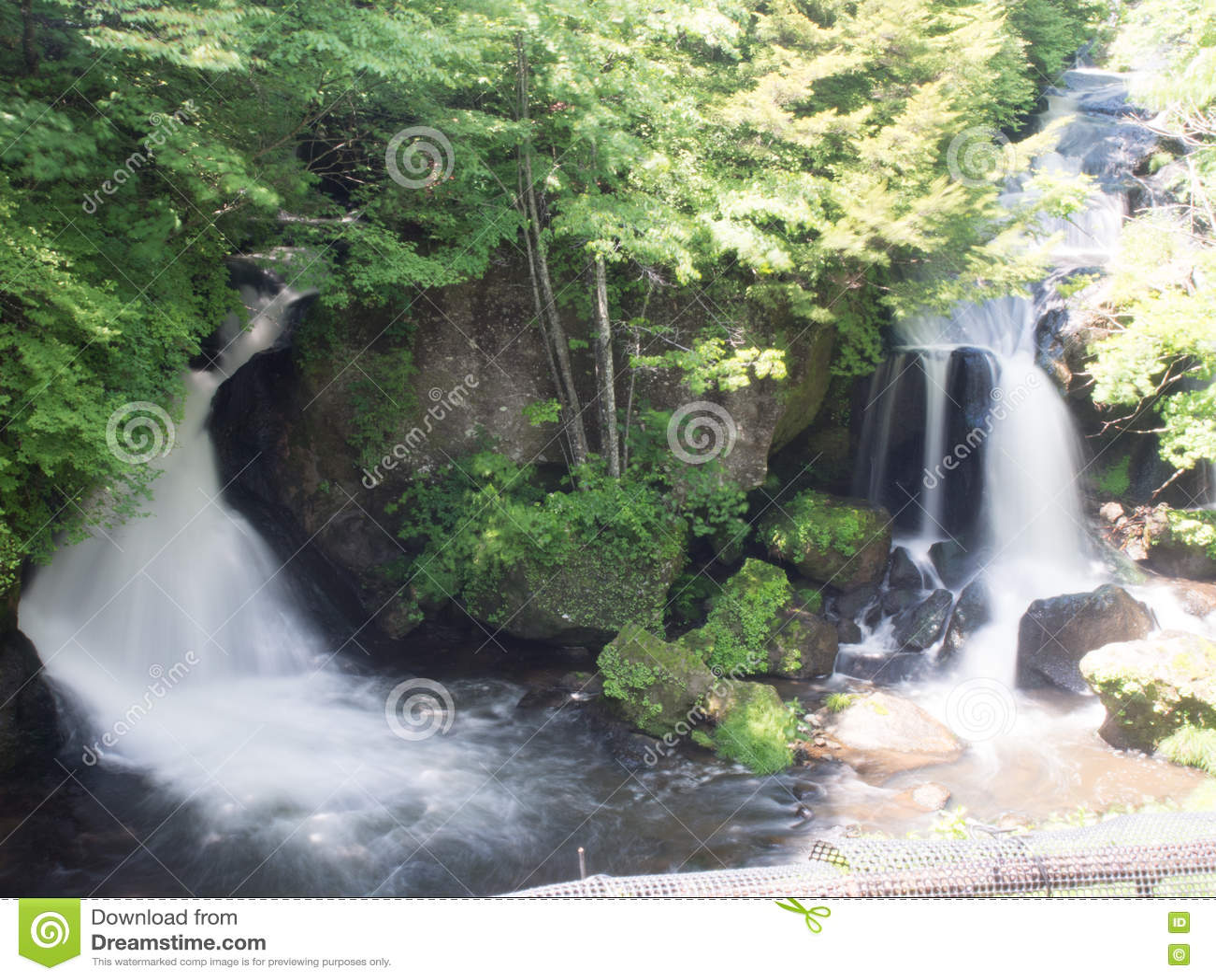 Водопад в Niko, Японии