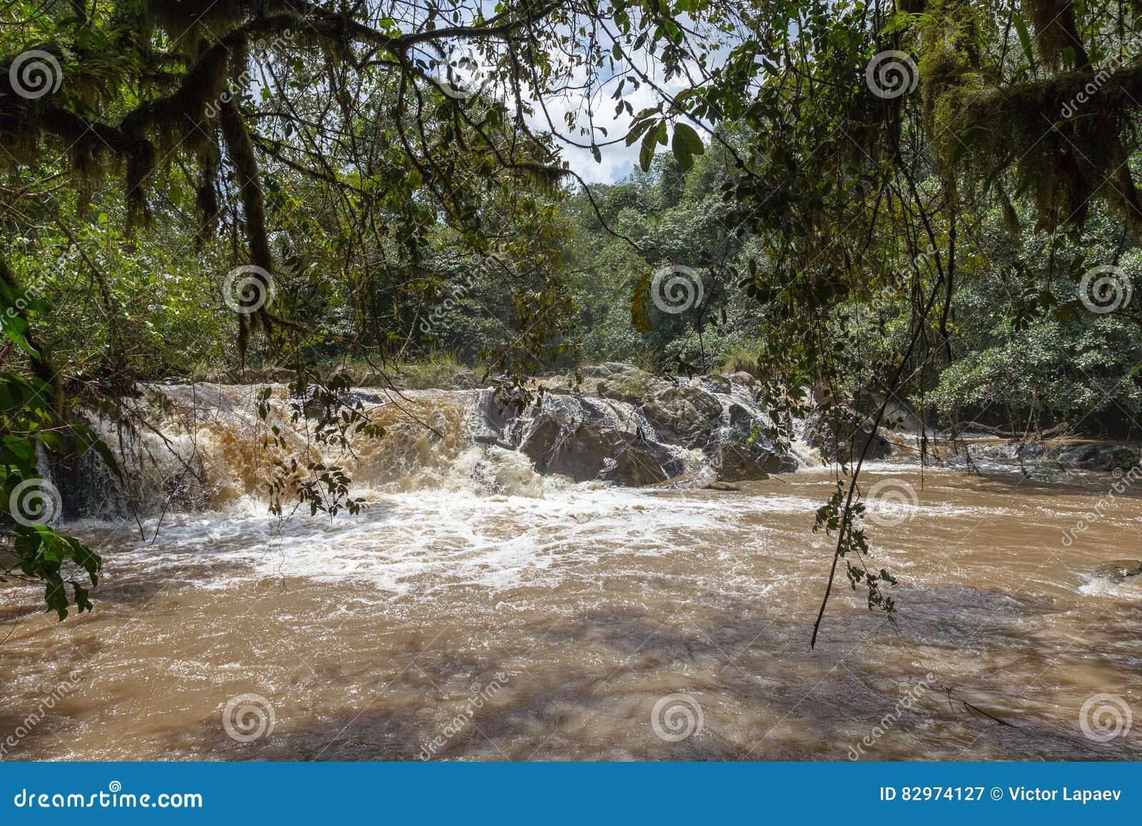 Водопад около Nakuru Падение Томпсона