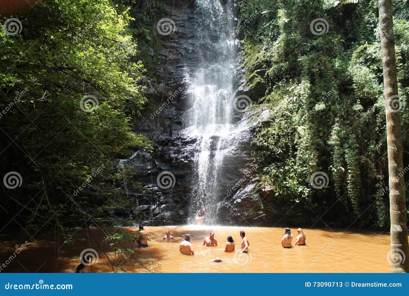 Водопад Antares в São Thomé das Letras, минах Gerais - Бразилии