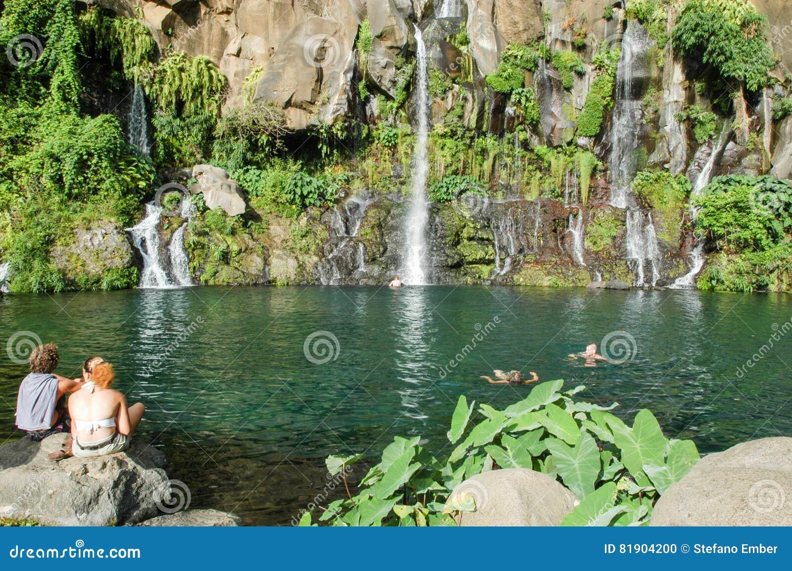 Водопад Les Cormorans на Острове Реюньон, Франции