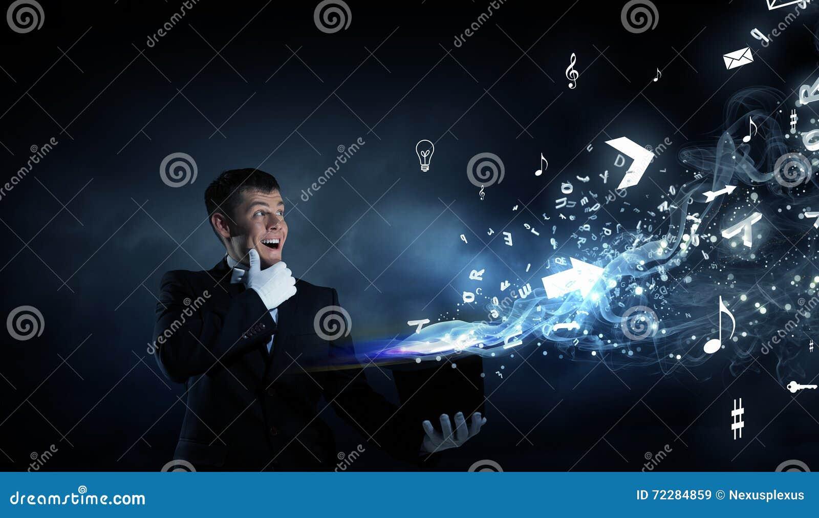Download Волшебник человека с шляпой цилиндра Стоковое Изображение - изображение насчитывающей сила, аппаратура: 72284859