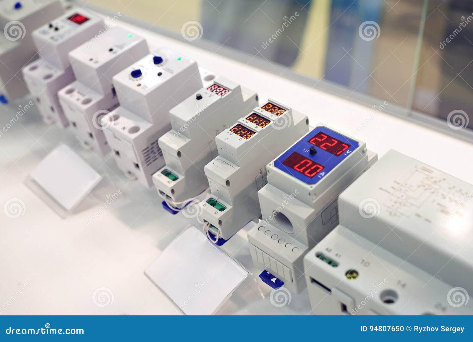 Вольтметры с взрывателями для электрических контуров
