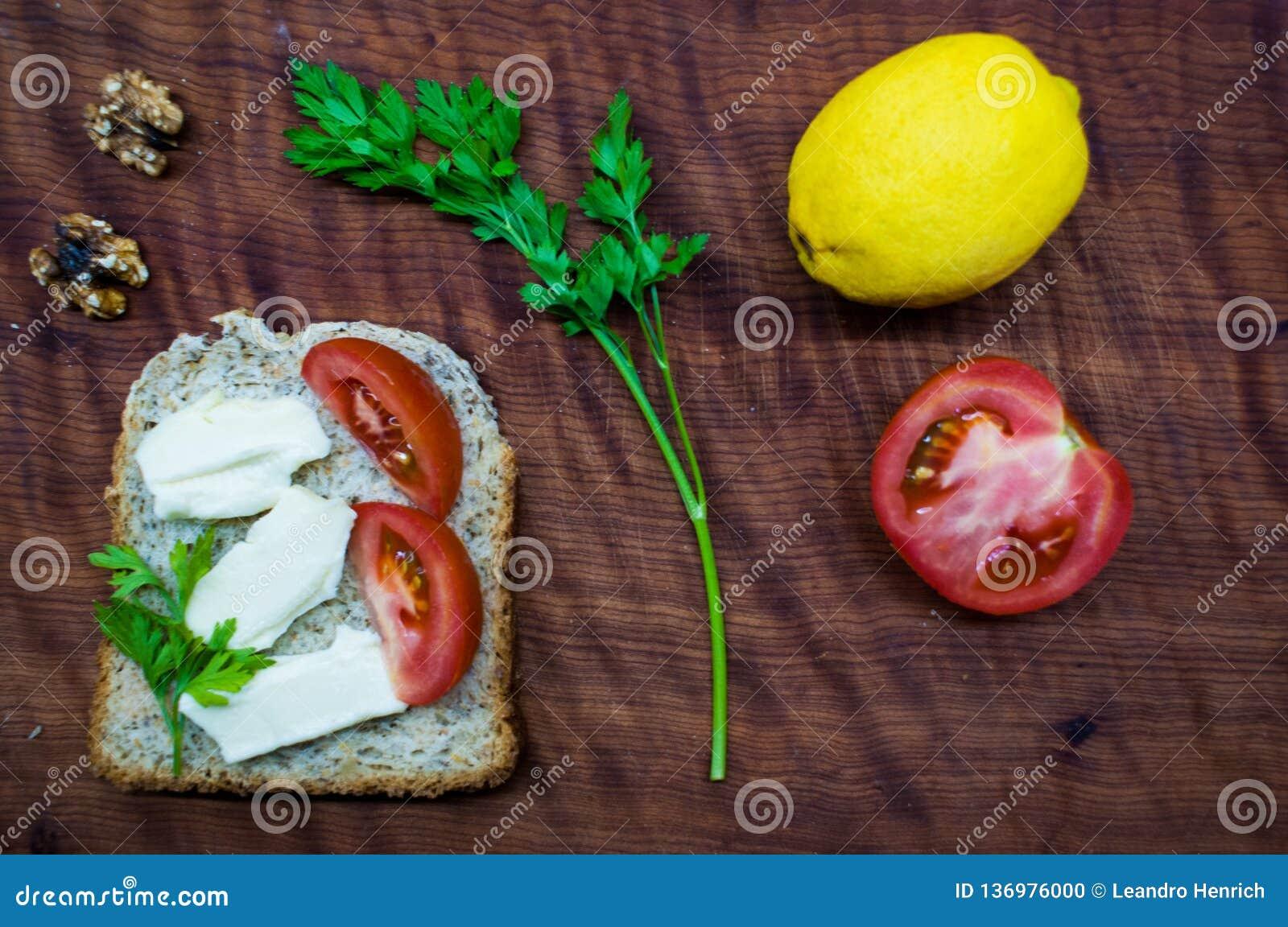 Время завтрак-обеда: здоровая и вкусная еда