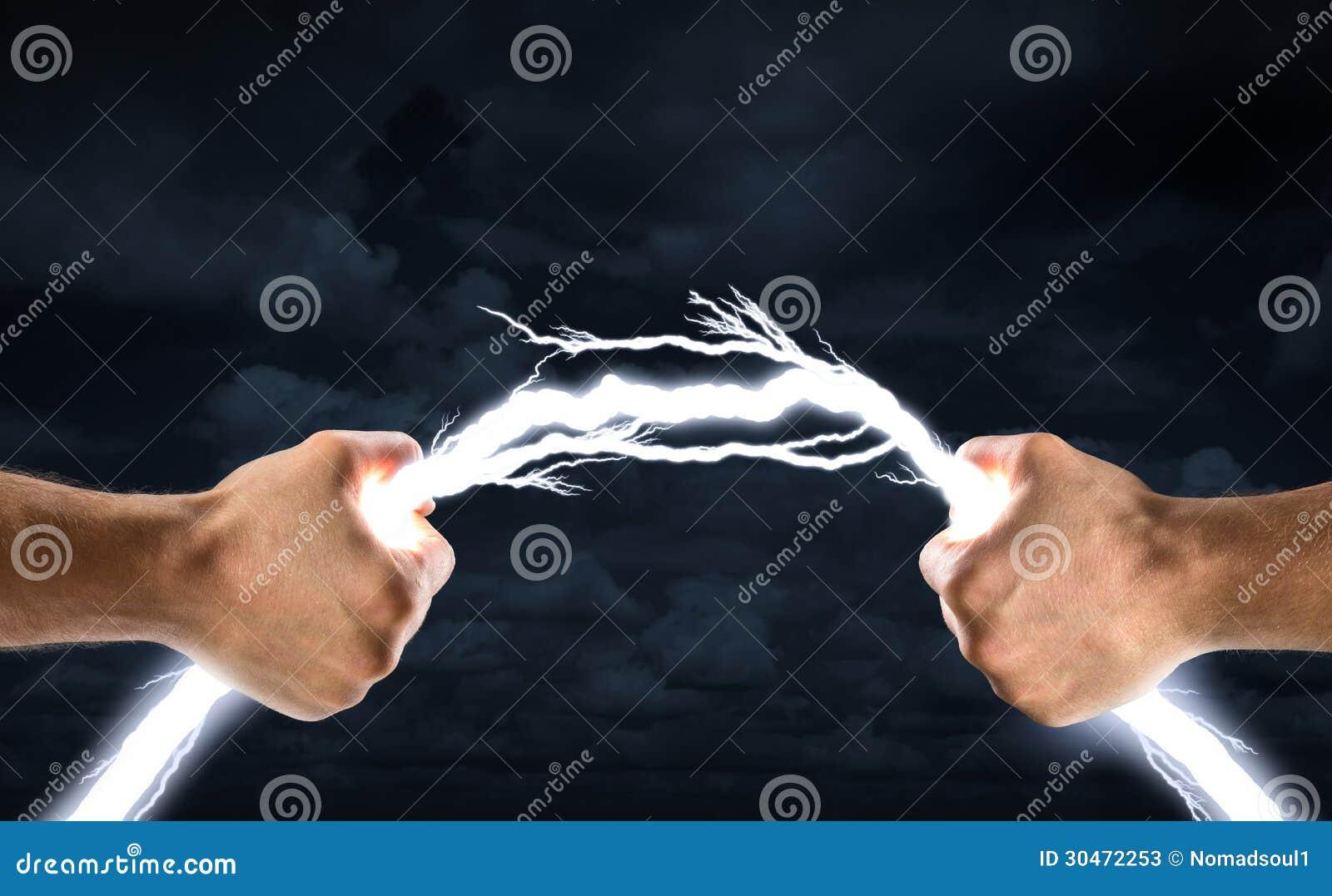 Как сделать молнию в руке нашопе
