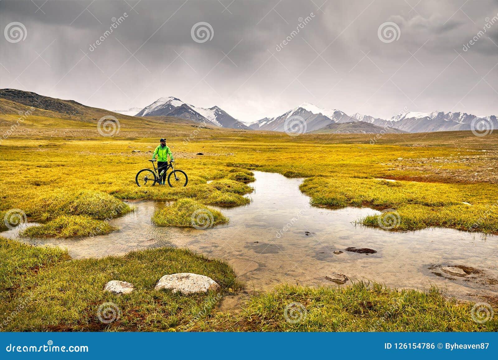 Всадник горного велосипеда