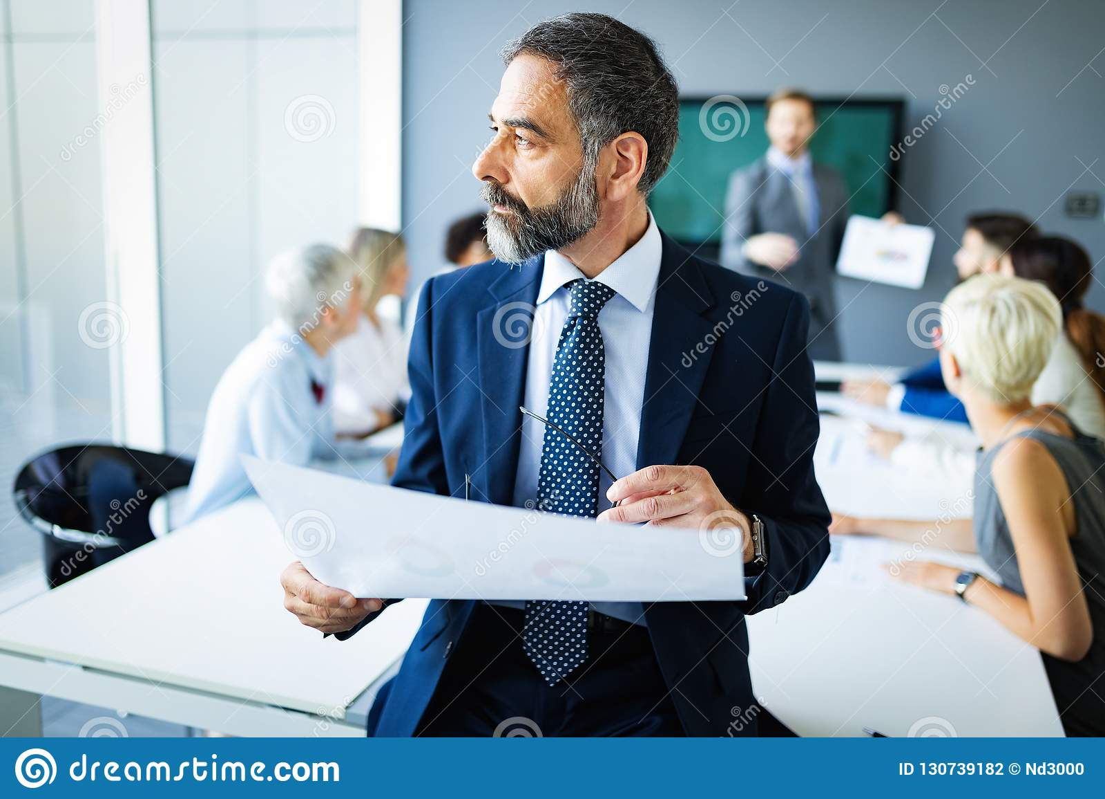 Встреча концепции офиса сыгранности метода мозгового штурма успеха дела корпоративной