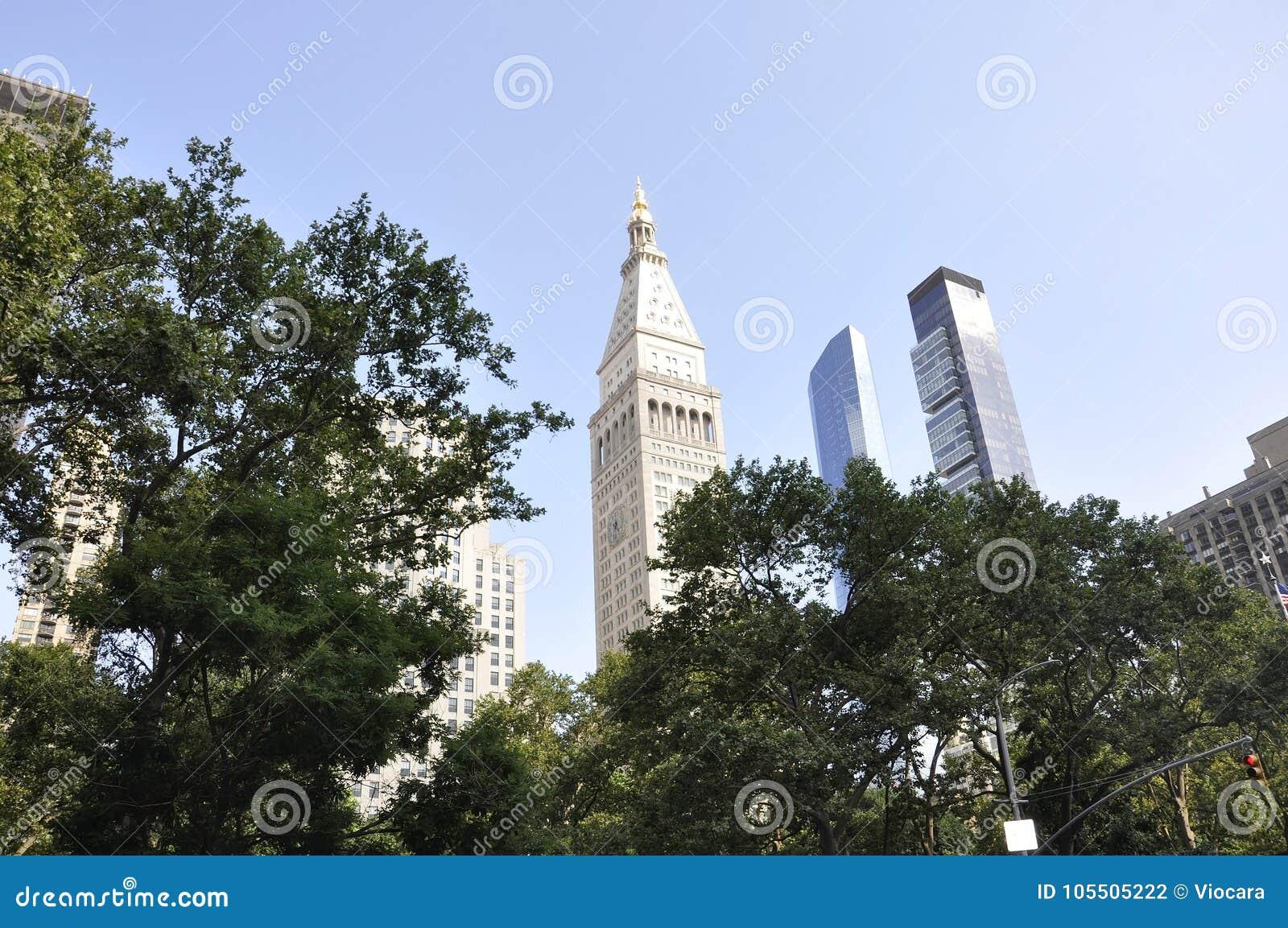 Встреченная башня жизни и один парк Madison в центре города Манхаттане от Нью-Йорка в Соединенных Штатах