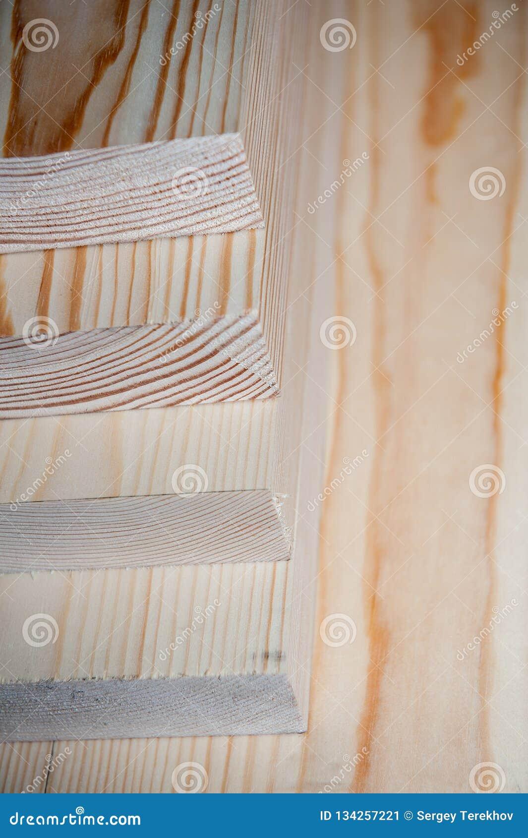 всходит на борт древесины Тимберс в запасе