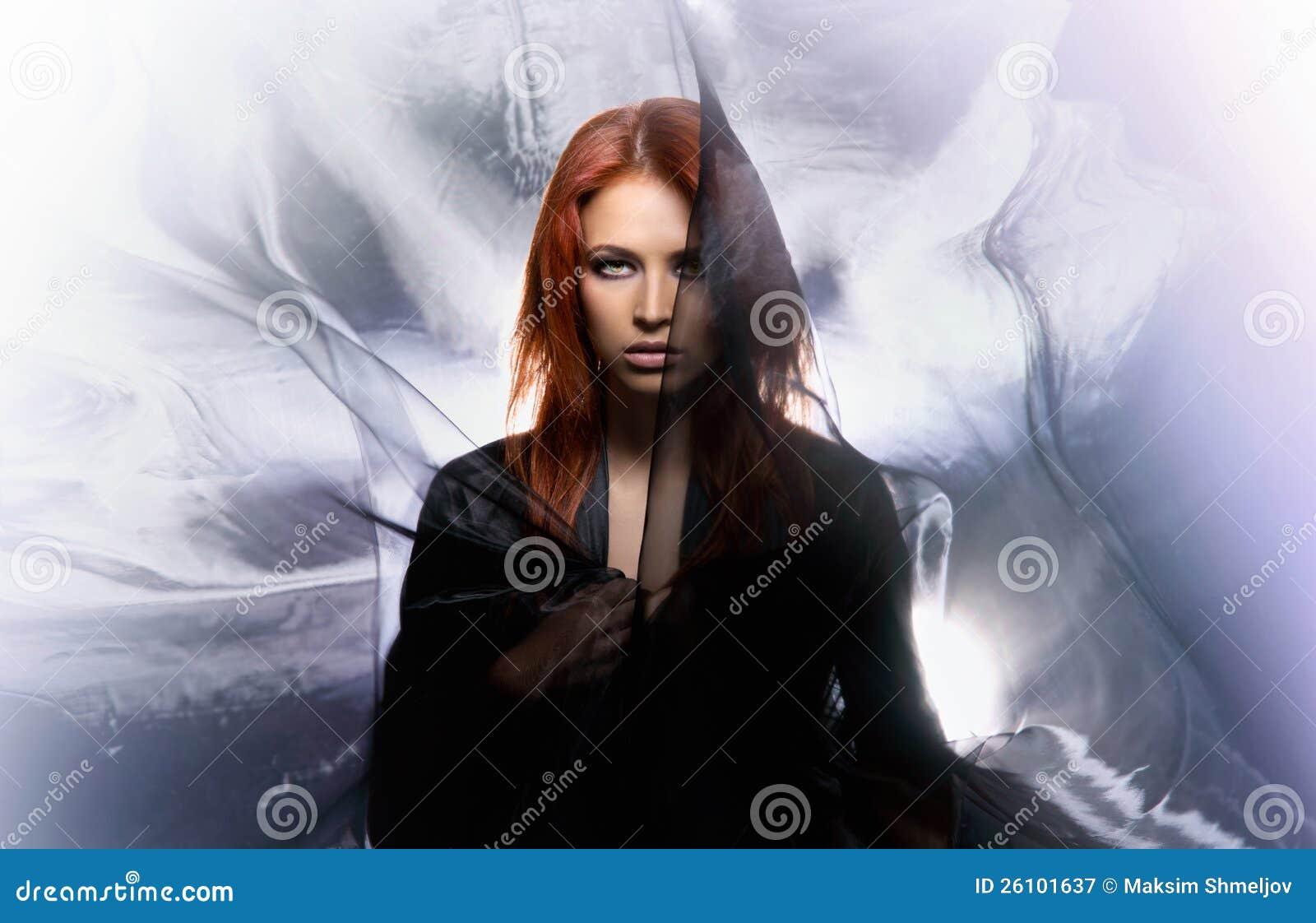 Всход способа женщины redhead мистики