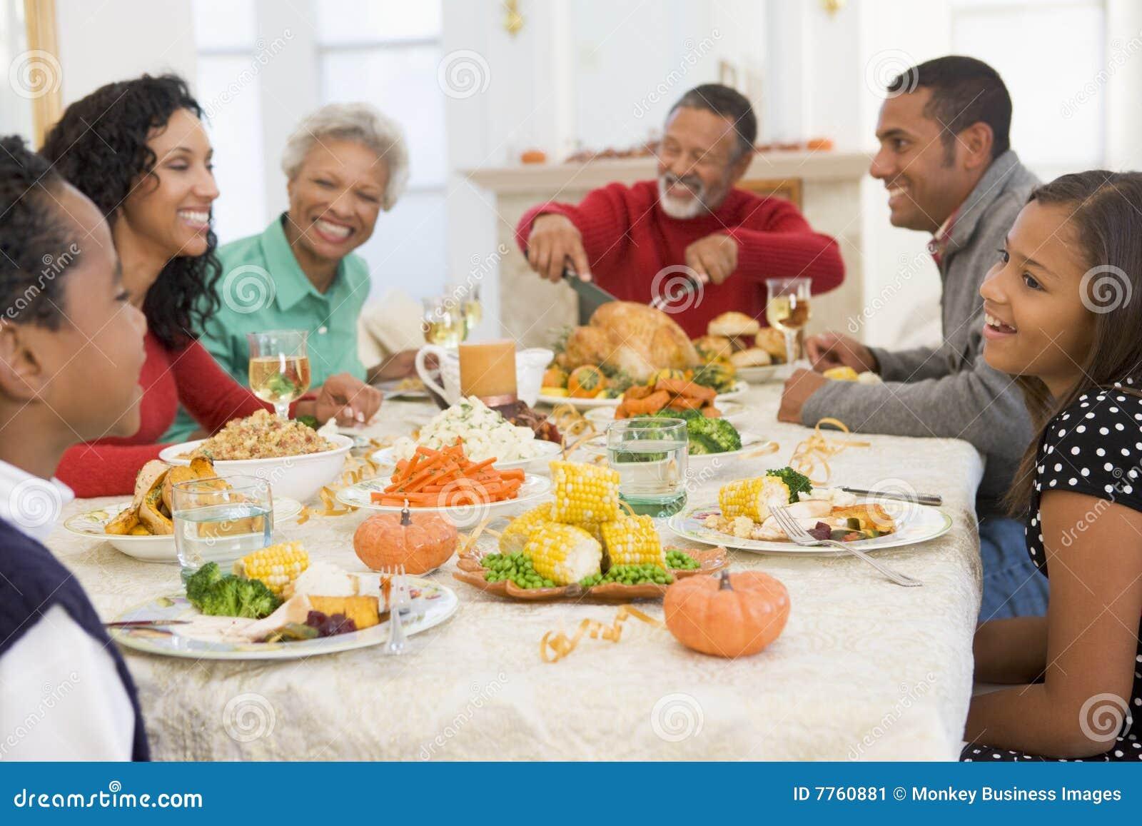 вся семья обеда рождества совместно