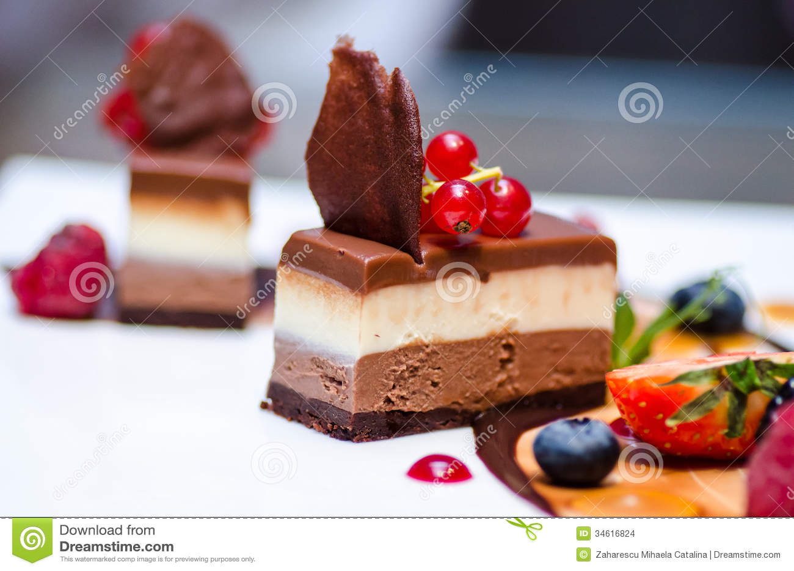 Втройне десерт шоколада