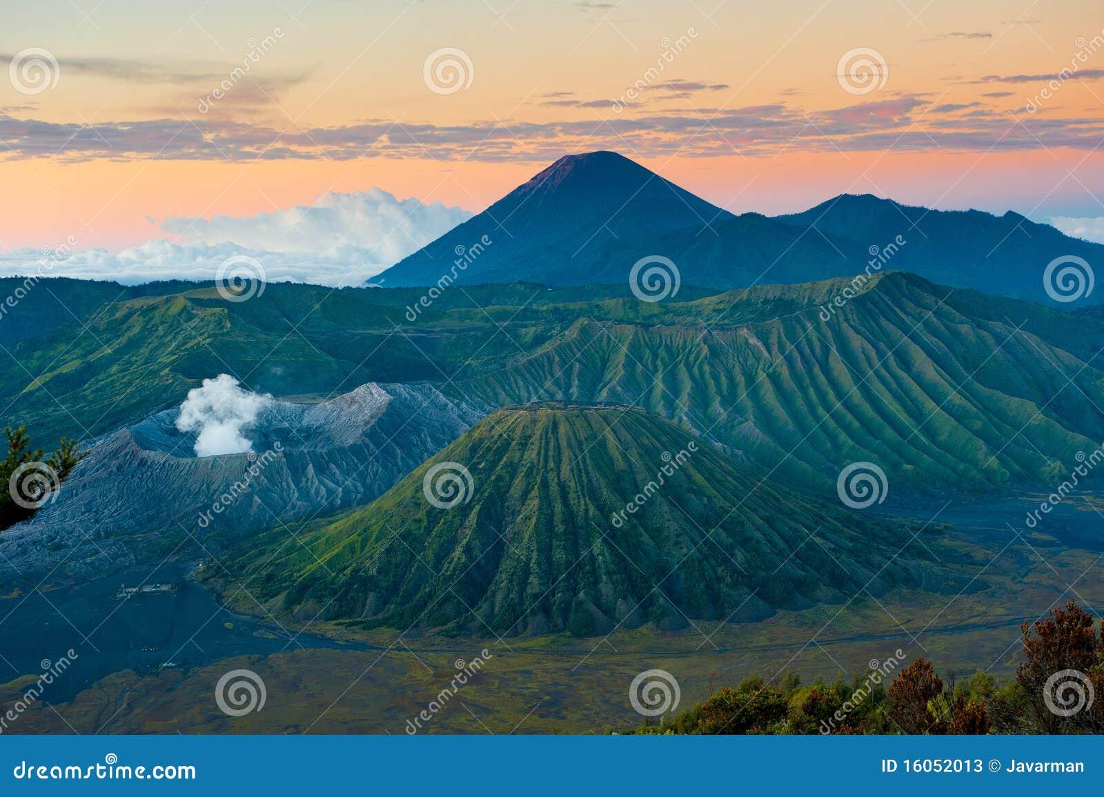 Вулкан на восходе солнца, Java Bromo, Индонесия