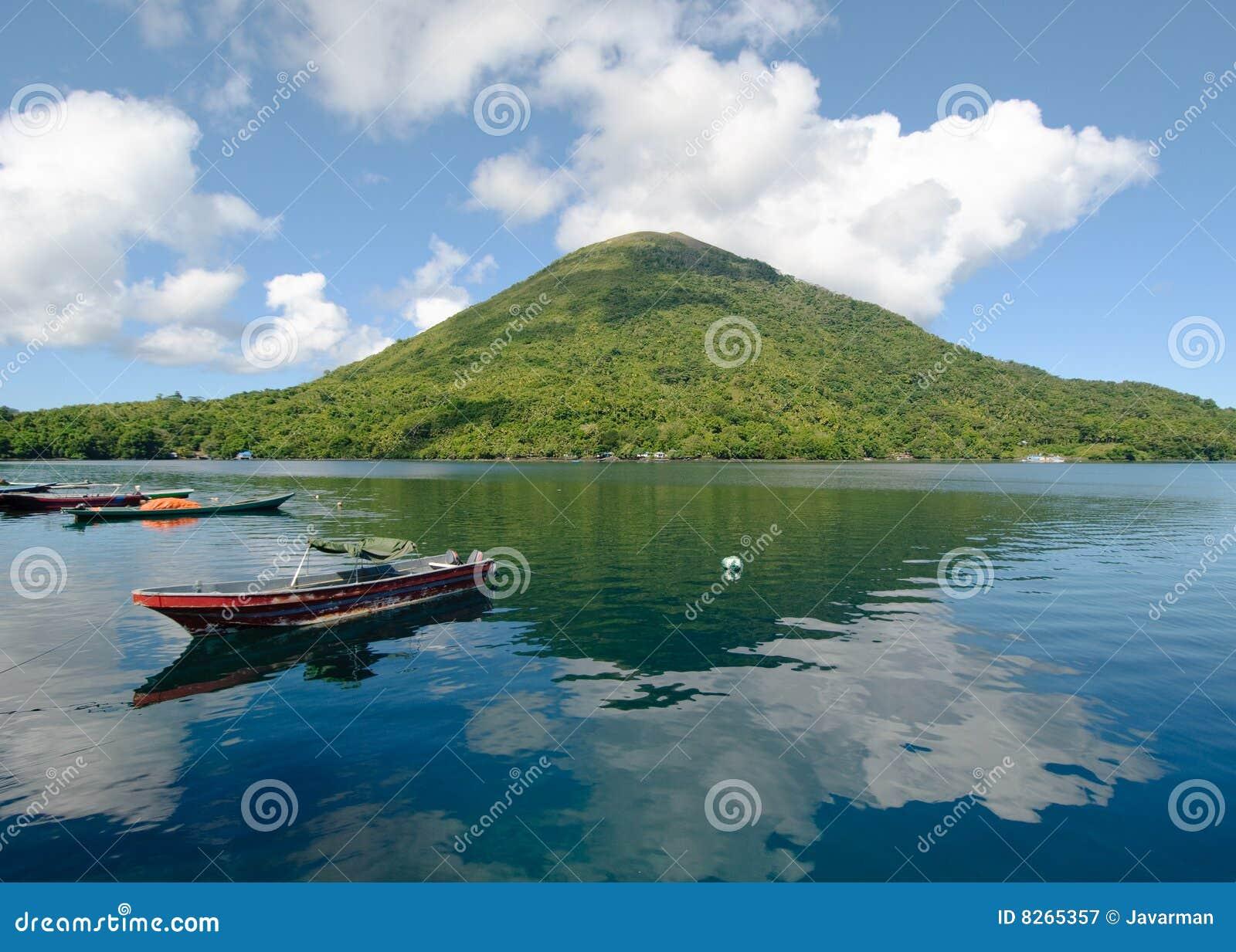 Вулкан Gunung Api, острова Banda, Индонесия
