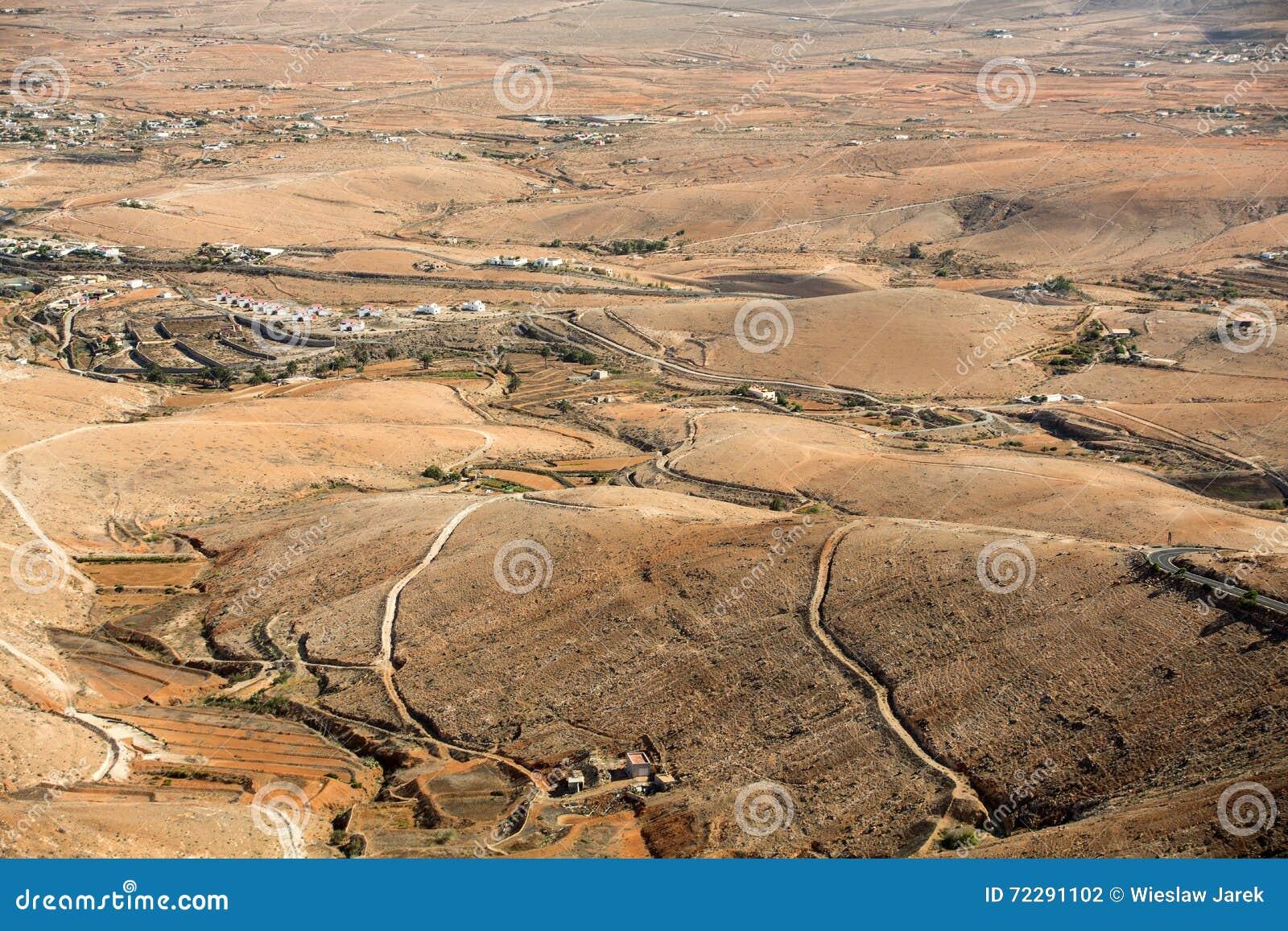 Download Вулканическое Lanscape Панорамный взгляд на Фуэртевентуре от Mirador Morro Velosa, Фуэртевентура, Стоковое Фото - изображение насчитывающей выветрено, панорамно: 72291102
