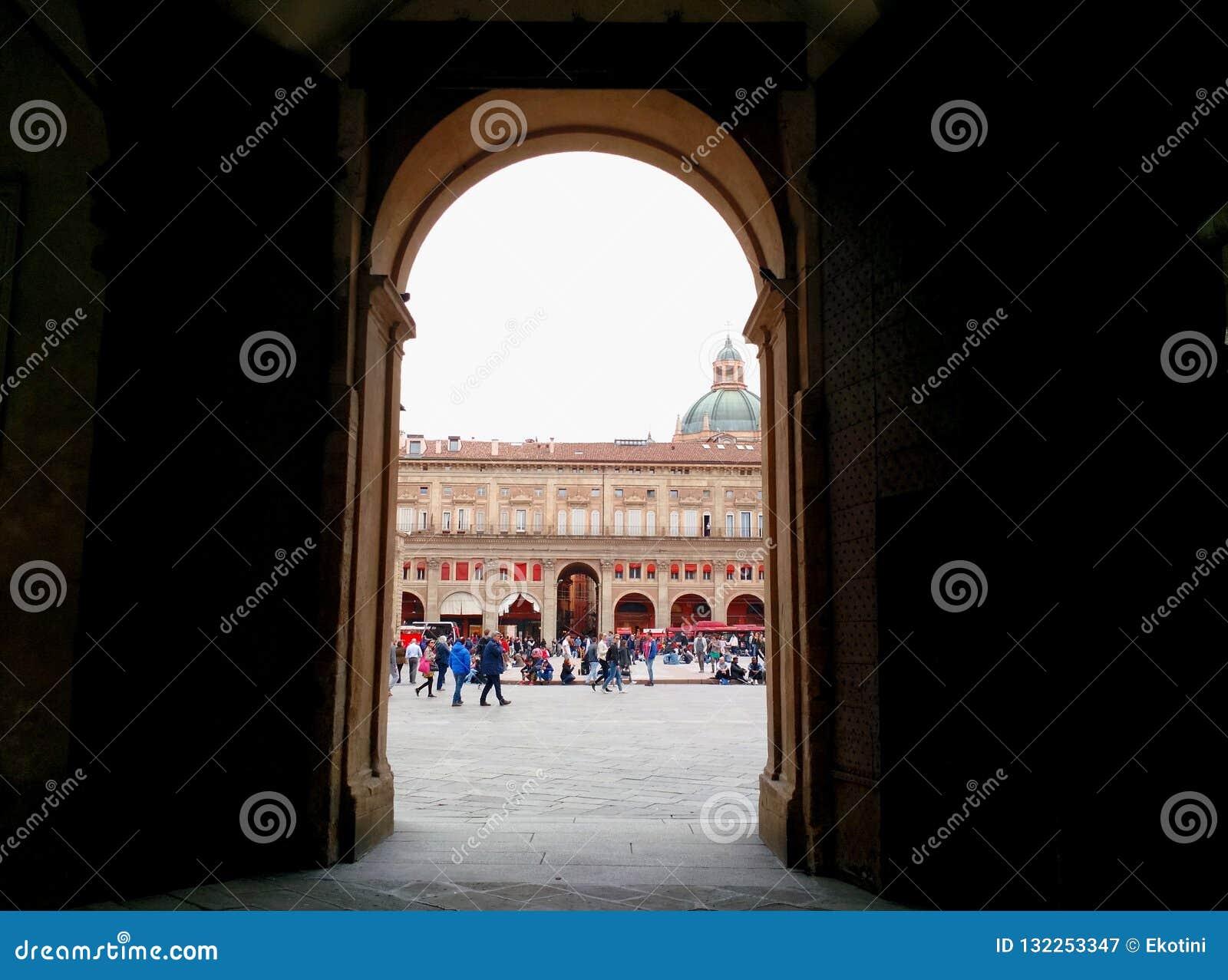 Входя в аркада Maggiore, болонья, Италия