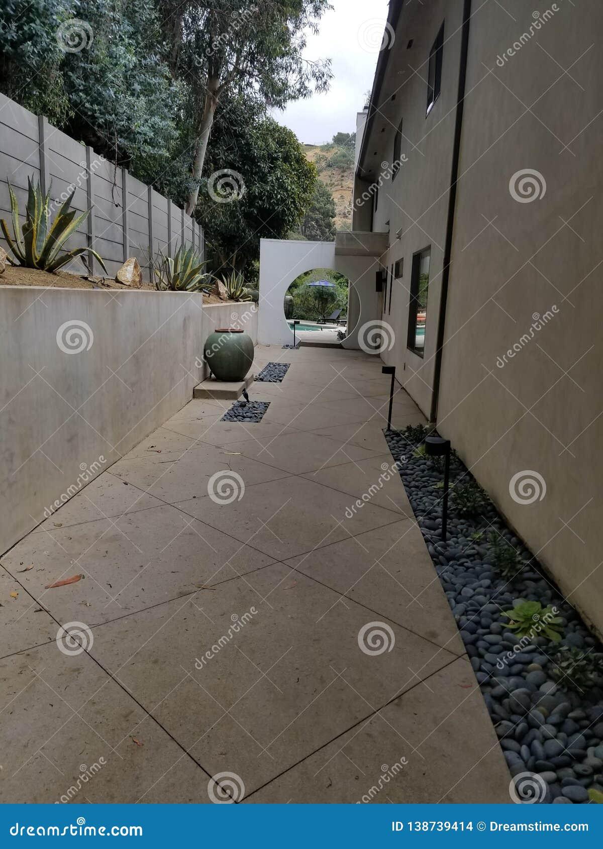 Вход Беверли-Хиллз ca особняка