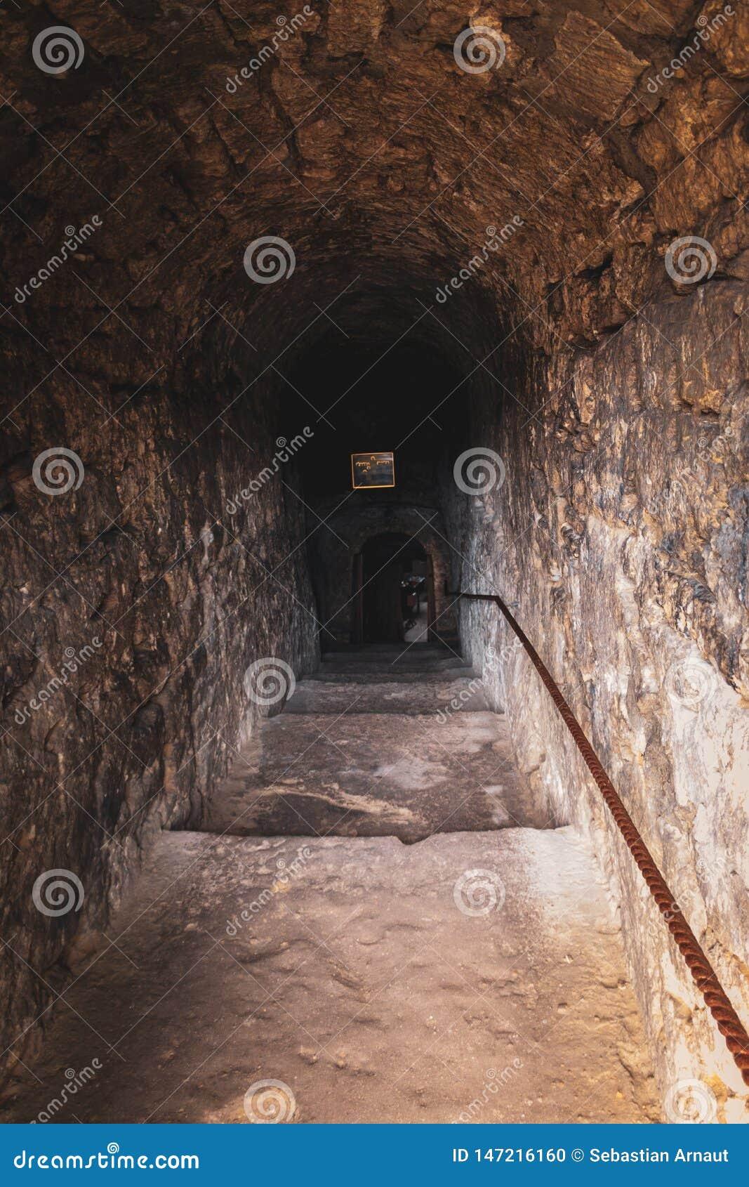 Вход к пещере