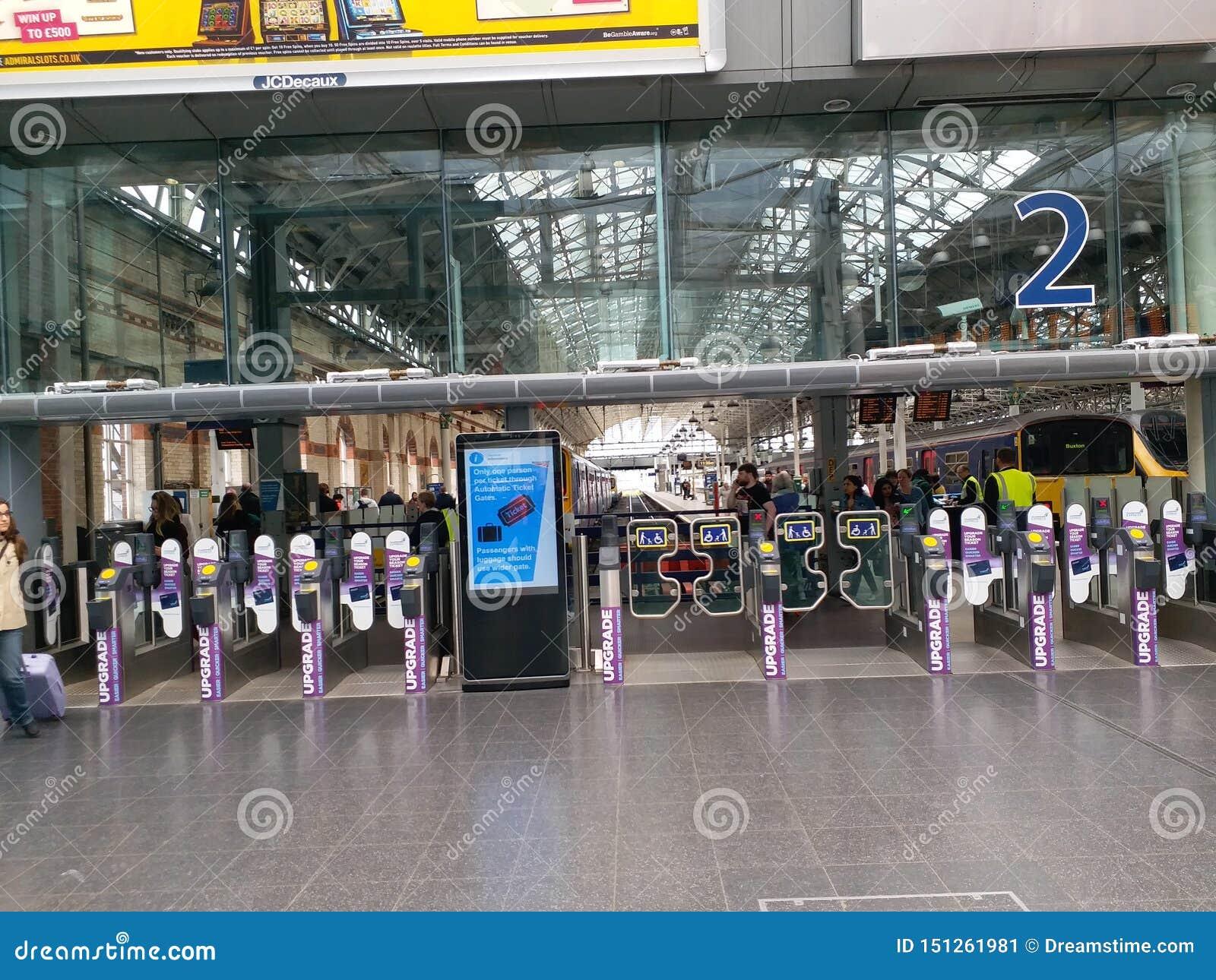 Вход платформы на станцию Piccadilly, Манчестер
