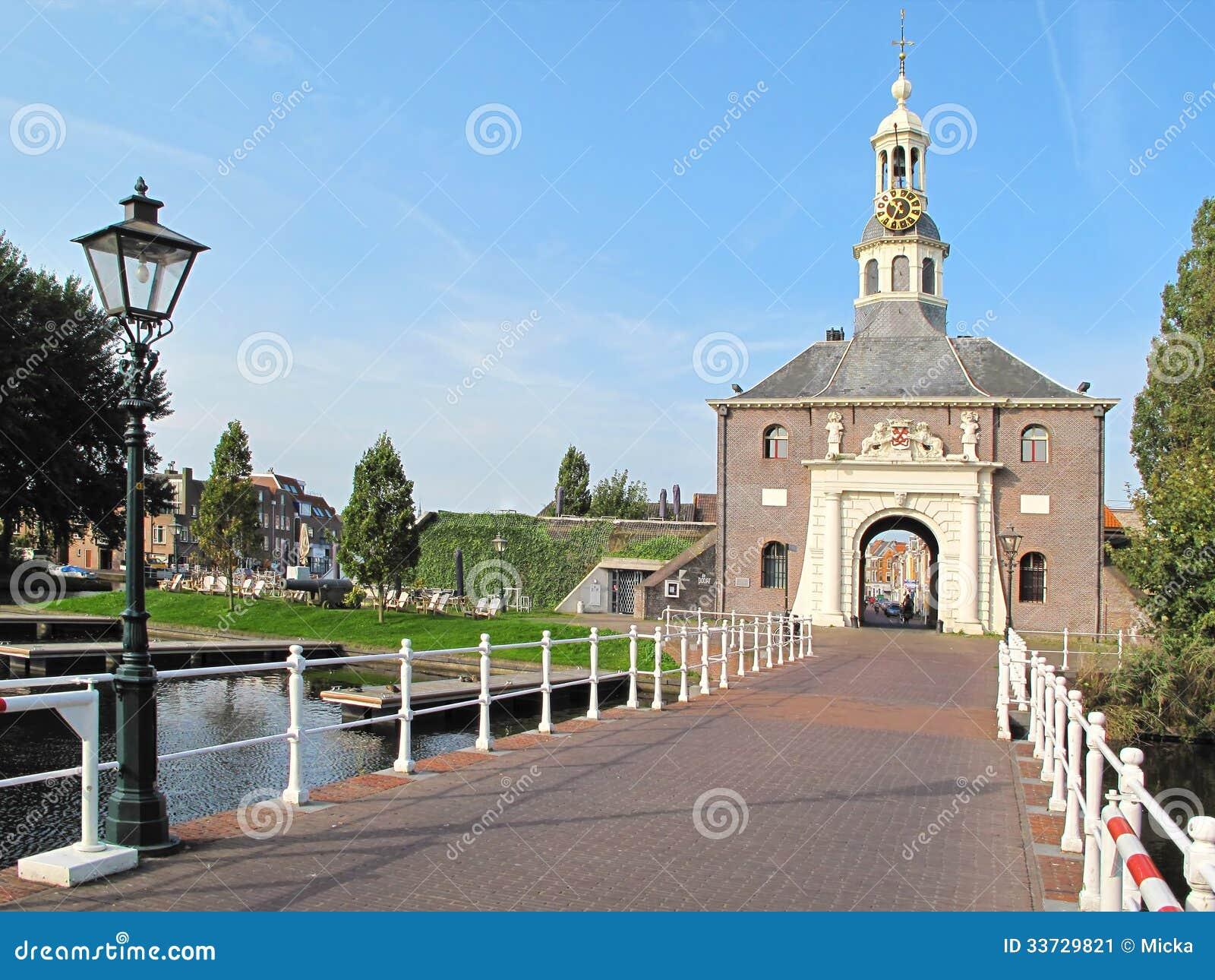 Вход к историческому центру города Лейдена
