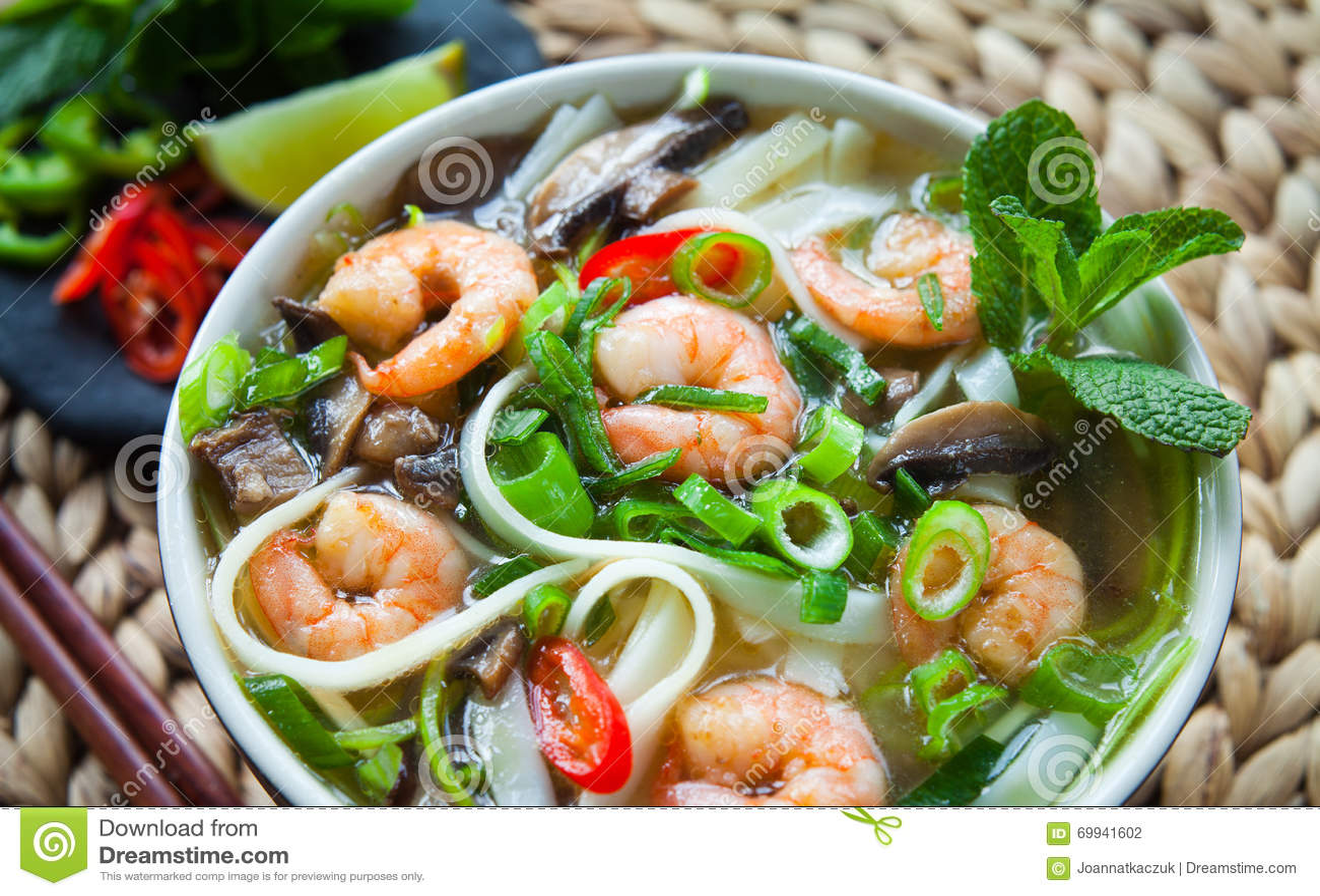 Въетнамский суп креветки креветки Tom pho yum