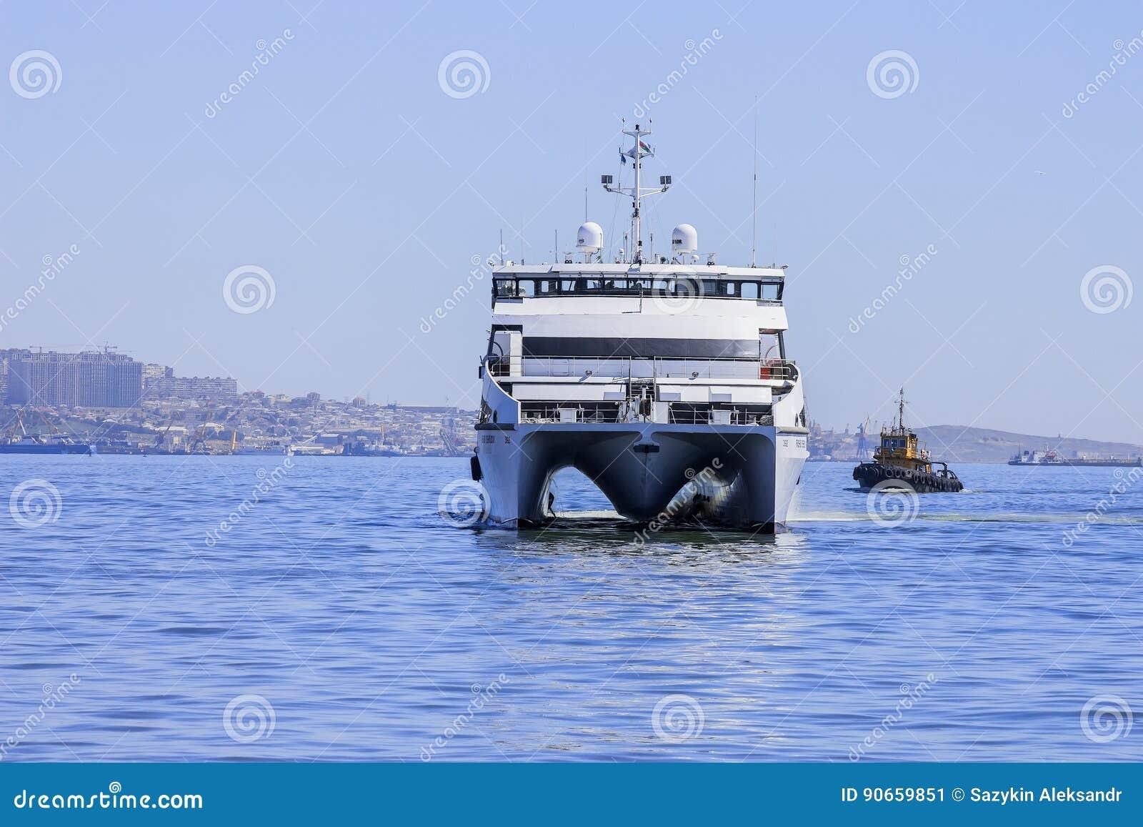 Выйдите от порта Баку в ` Behbudov reshid ` сосуда Каспийского моря, республике Азербайджана, 29-ое марта 2017