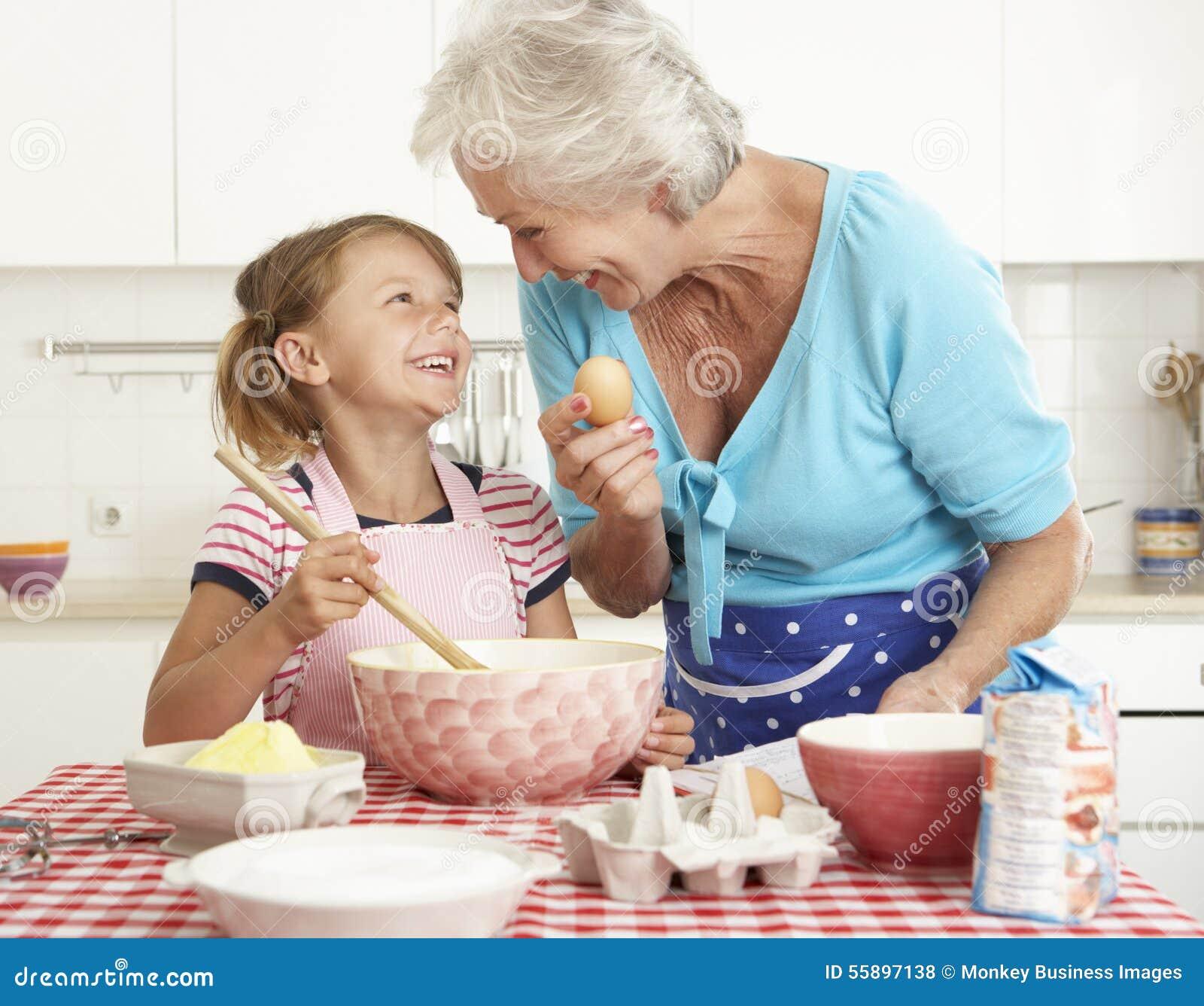 Бабушка с мальчиком на кухне порносекс фото 36-991