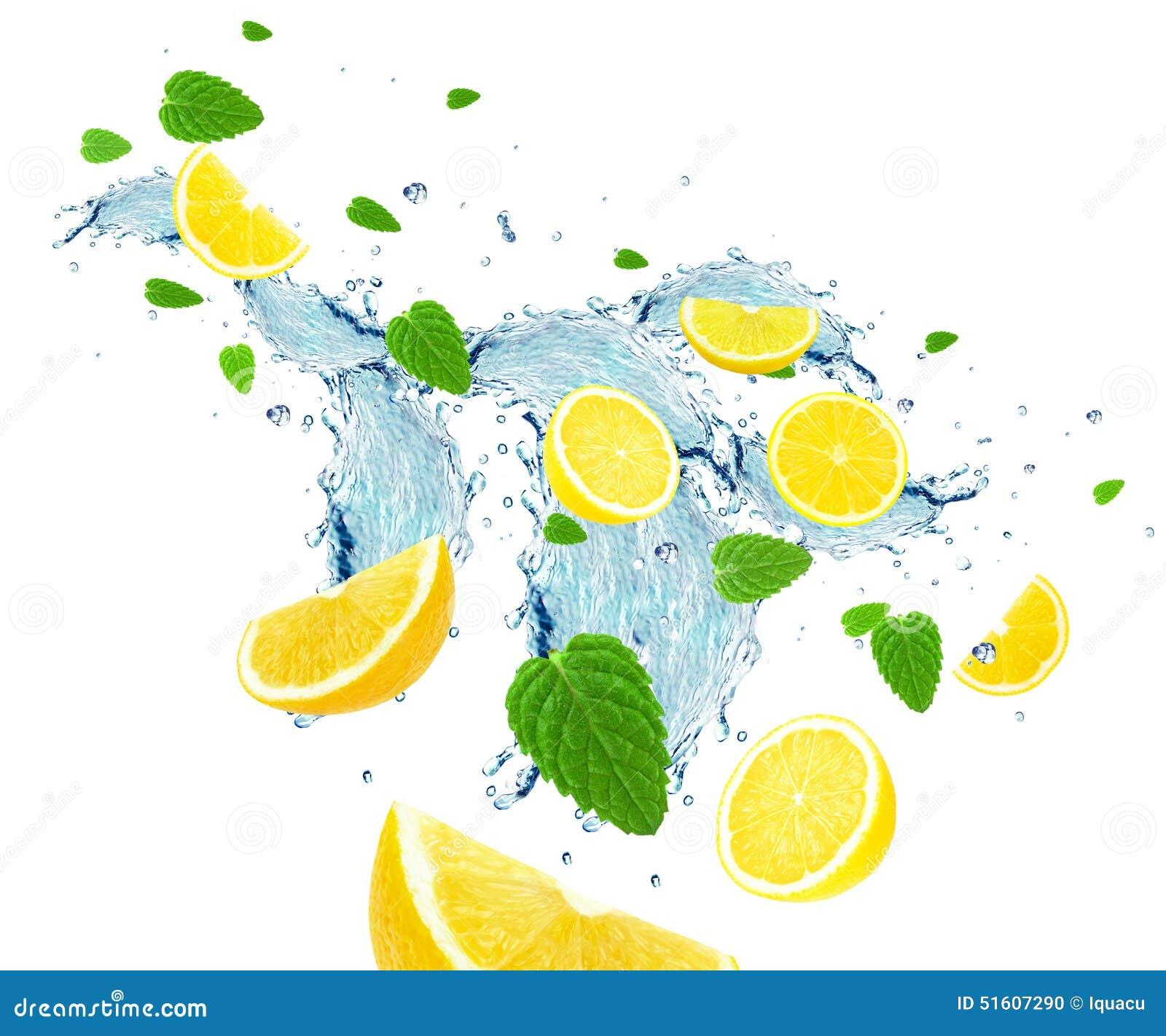 Выплеск лимона и воды