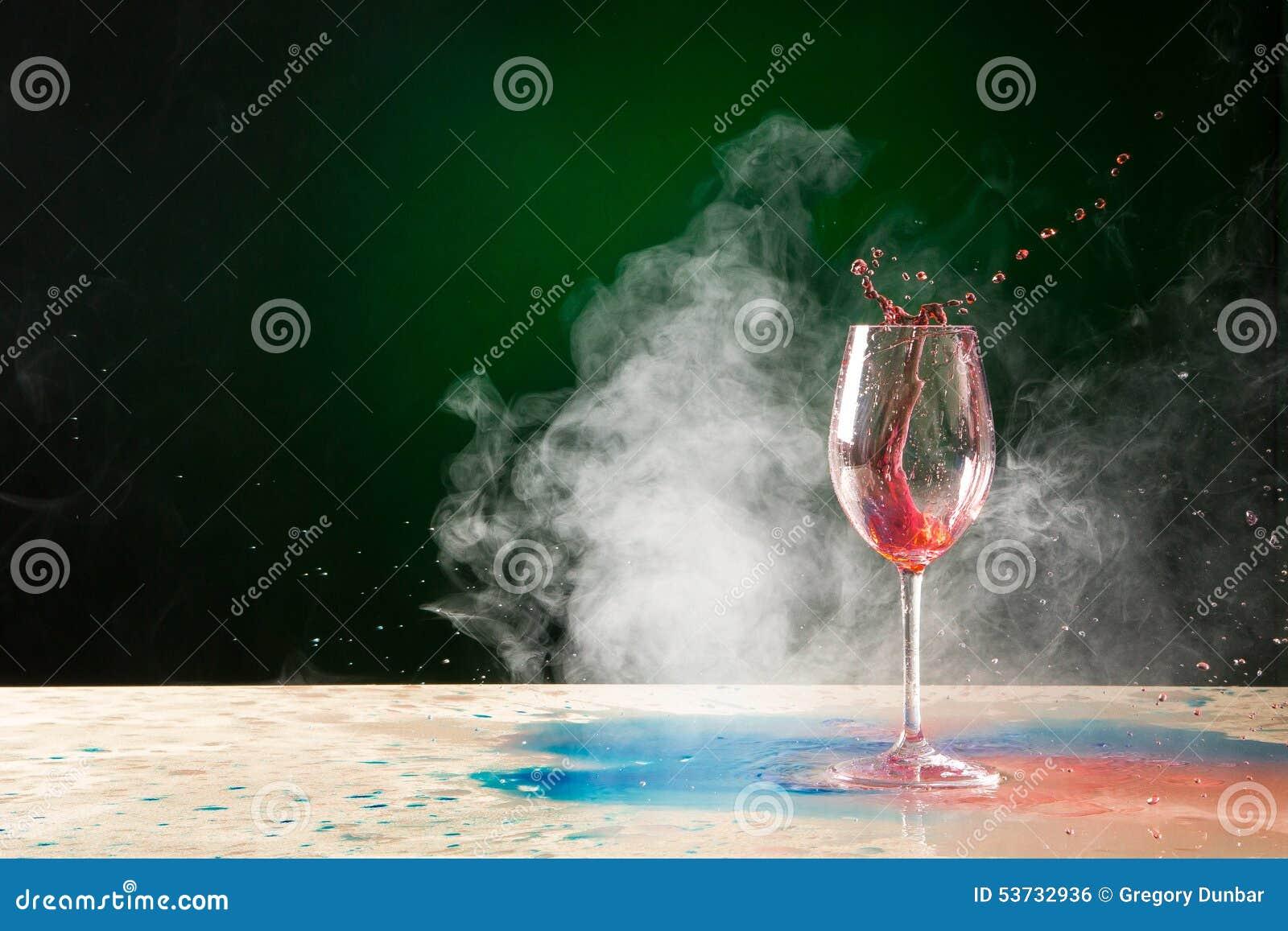 Выплеск и дым бокала
