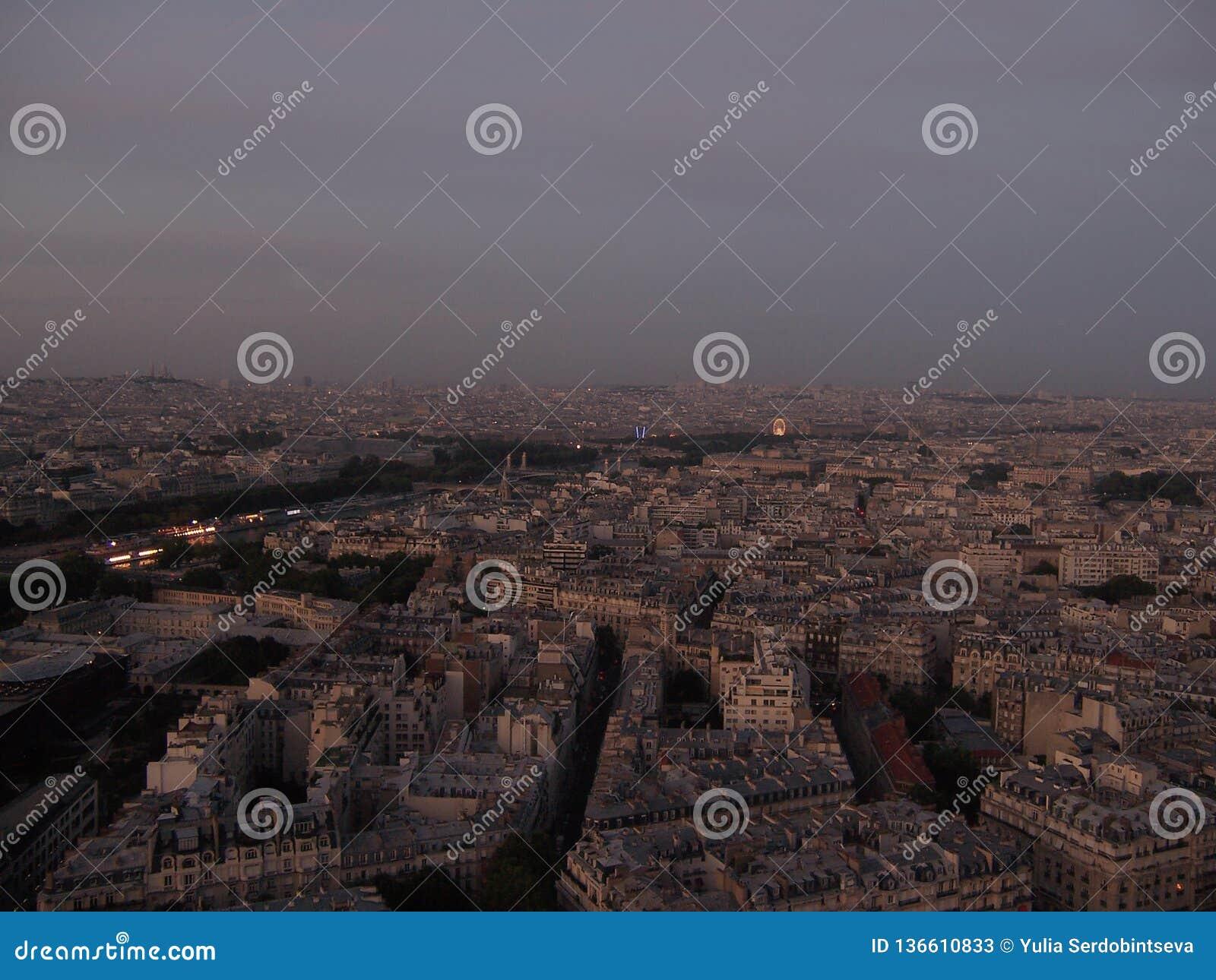 Выравнивать взгляд Парижа от Эйфелевой башни