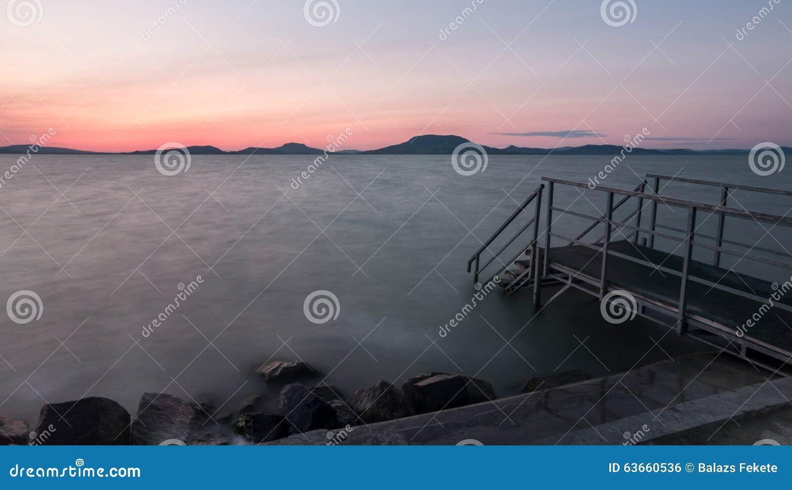 Выравнивать волны озера Balaton