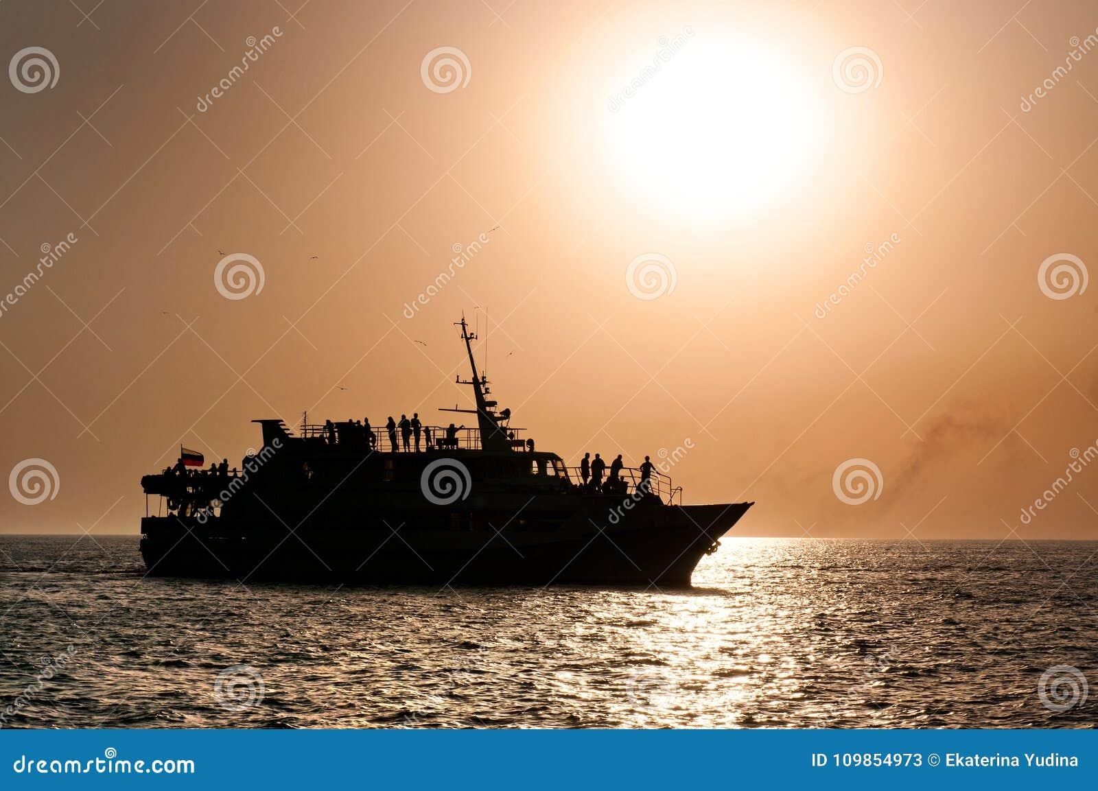 Выравнивать корабль на море