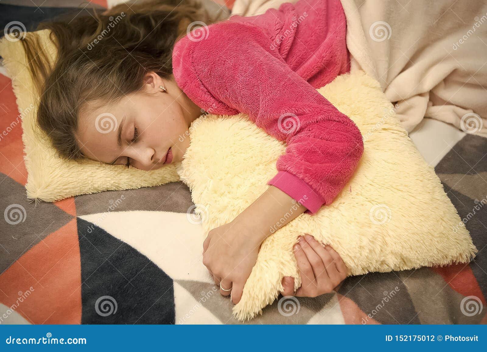Выравнивать релаксацию перед сном Концепция ухода за детьми Приятная релаксация времени Психические здоровья и позитивность Напра
