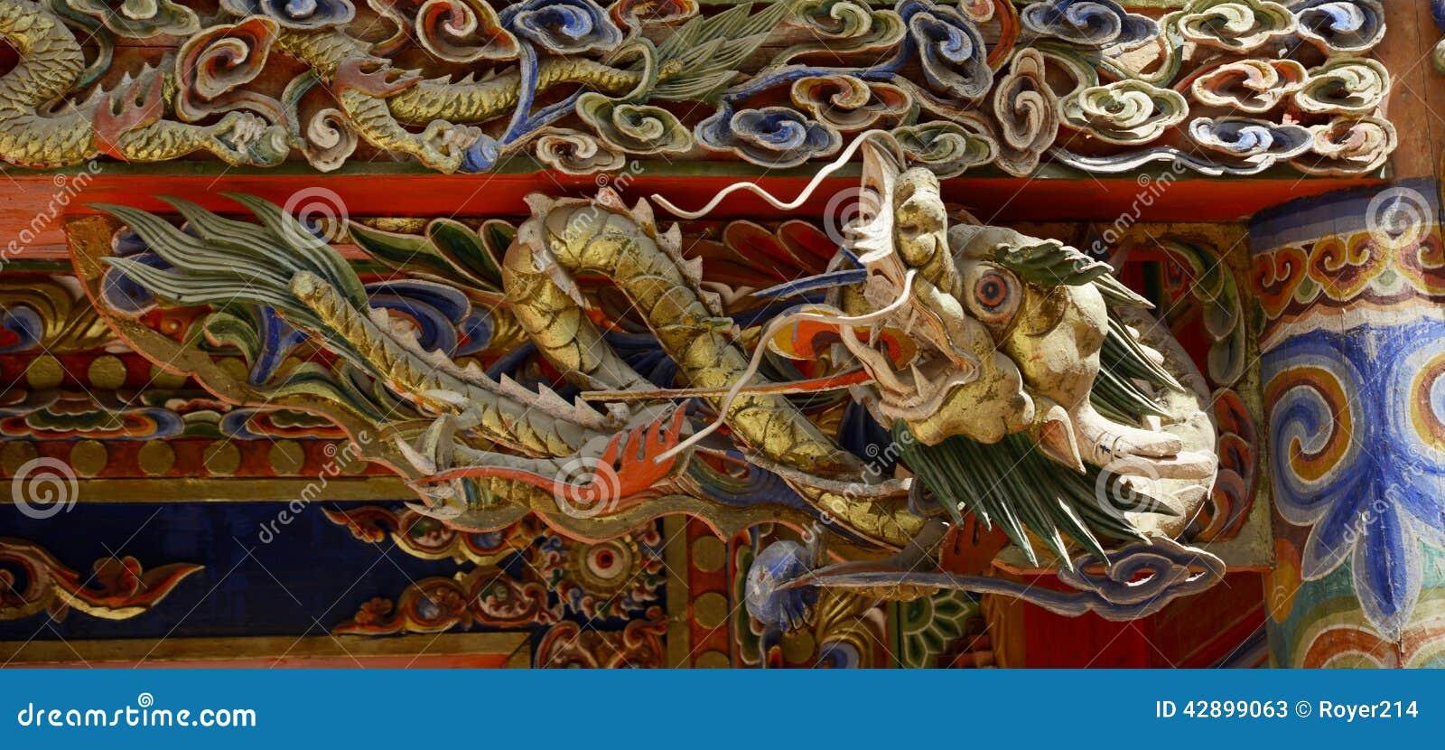 Высекать древесины дракона