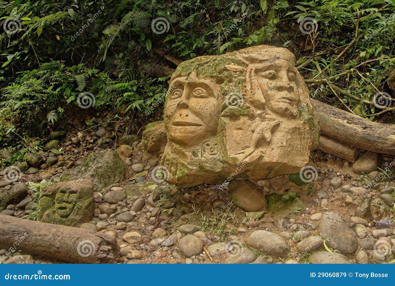 Высекать трибы тропического леса Амазонкы индийский