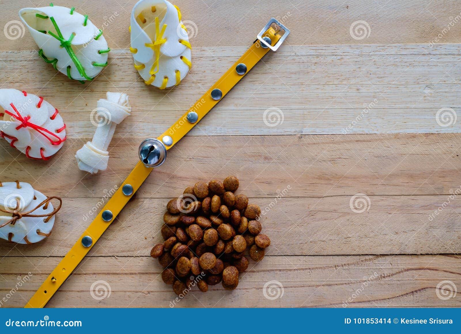 Выследите закуски, желтый воротник и еду лепешки