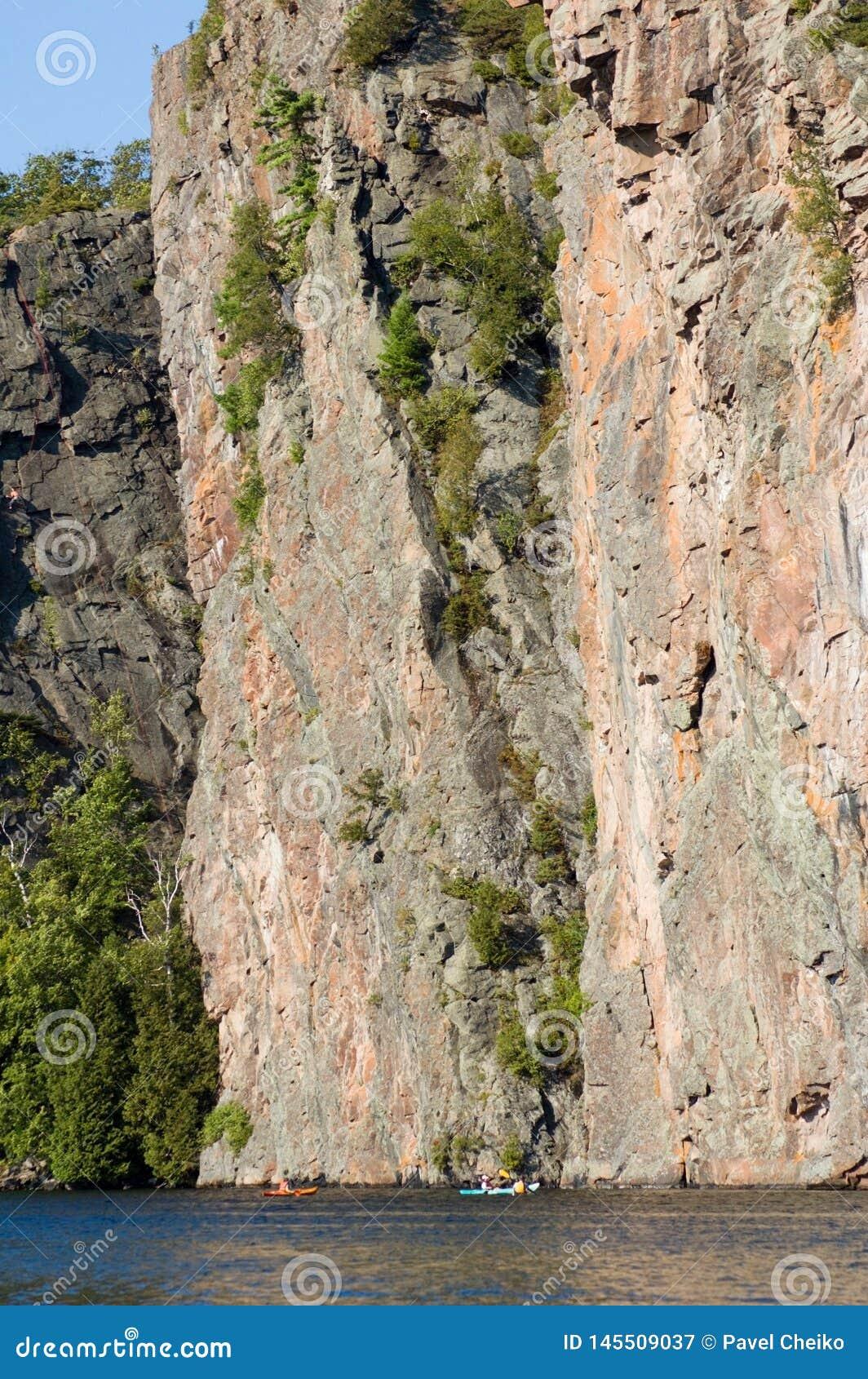 Высокая скала