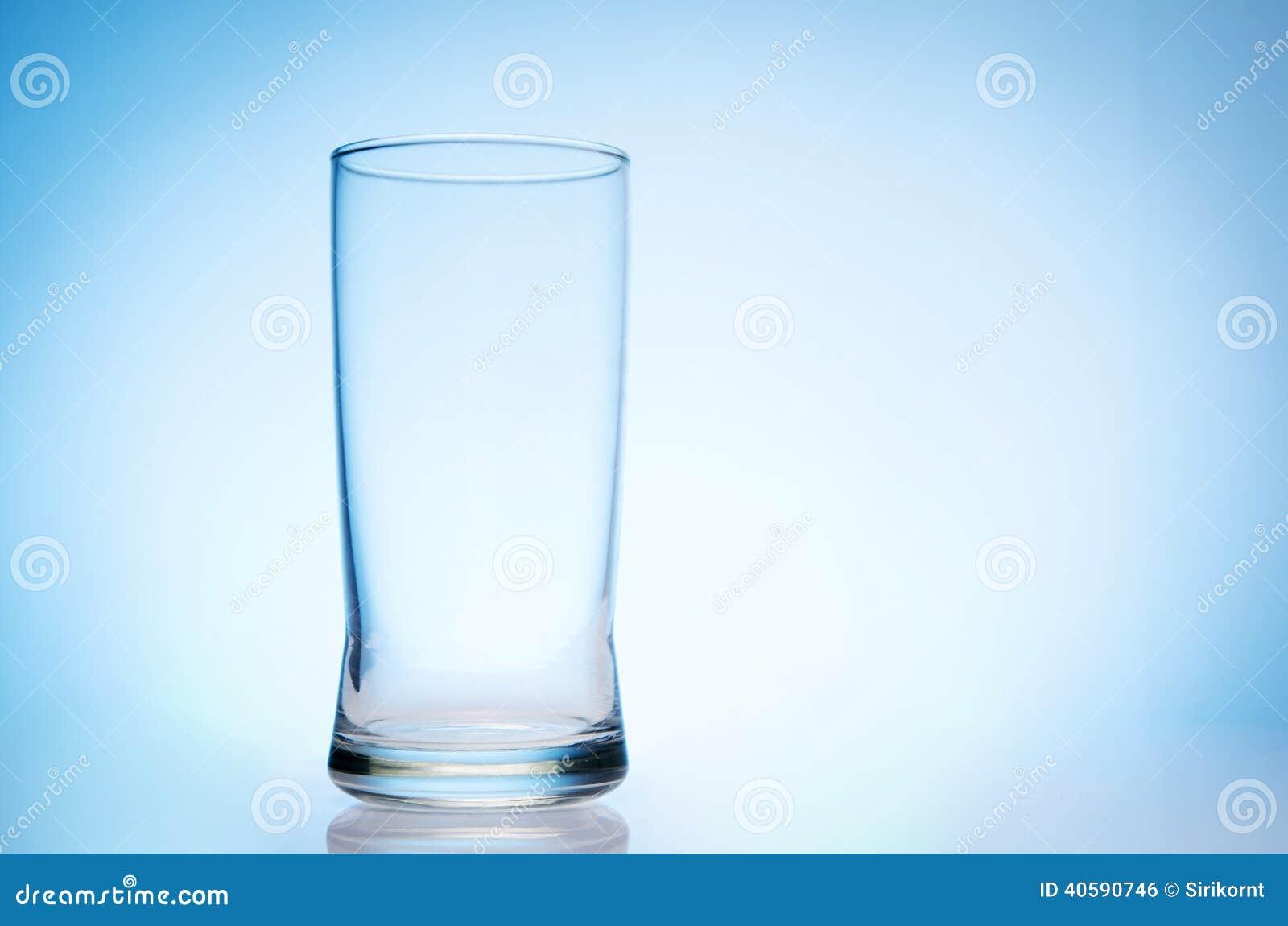 Высокорослое пустое стекло